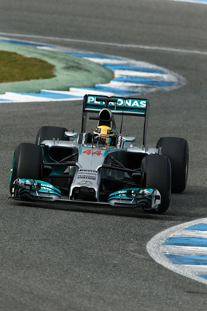mercedes amg petronas completes second day of testing at jerez autoevolution. Black Bedroom Furniture Sets. Home Design Ideas