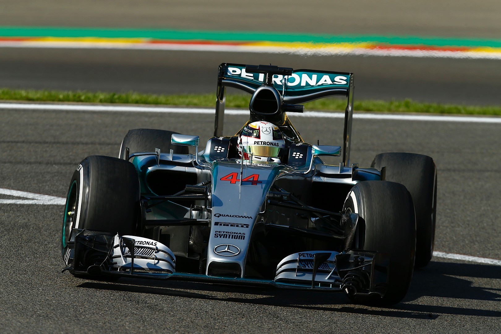 mercedes amg petronas goes light years in front of ferrari. Black Bedroom Furniture Sets. Home Design Ideas