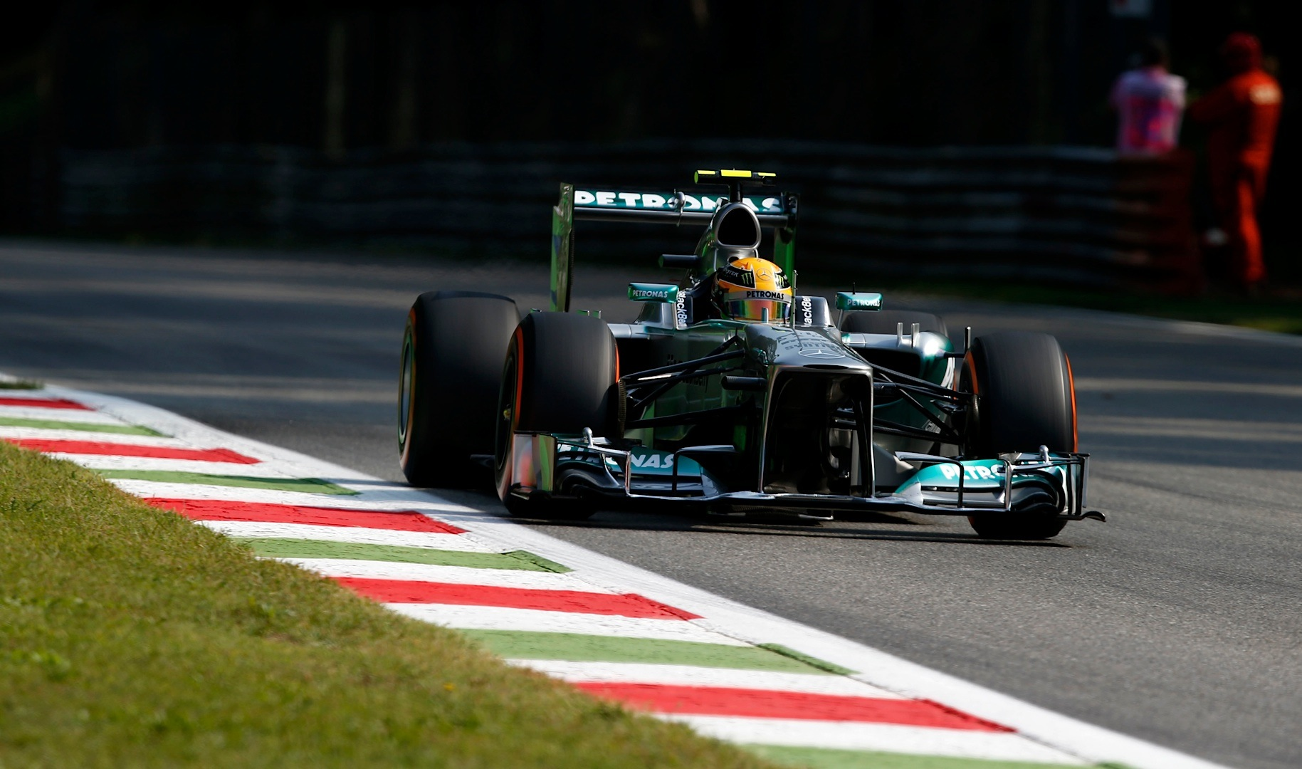 mercedes amg petronas team has trouble free monza practice autoevolution. Black Bedroom Furniture Sets. Home Design Ideas