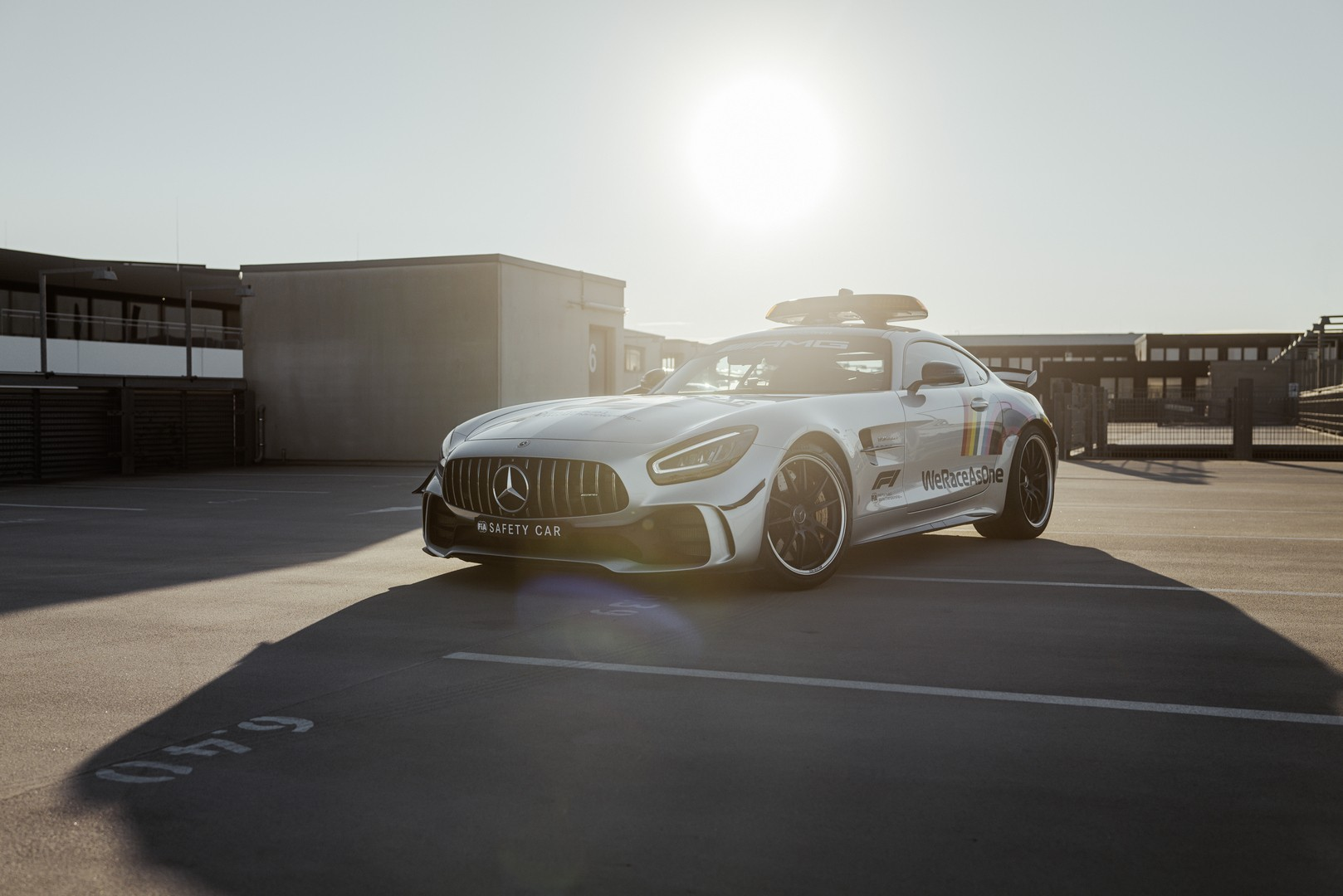 2014 - [Mercedes-AMG] GT [C190] - Page 32 Mercedes-amg-s-official-gt-r-f1-safety-car-is-now-more-inclusive-than-ever_1