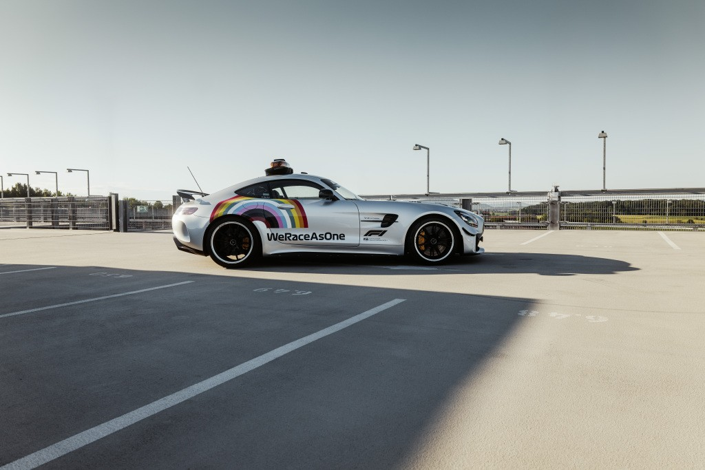 2014 - [Mercedes-AMG] GT [C190] - Page 32 Mercedes-amg-s-official-gt-r-f1-safety-car-is-now-more-inclusive-than-ever_10