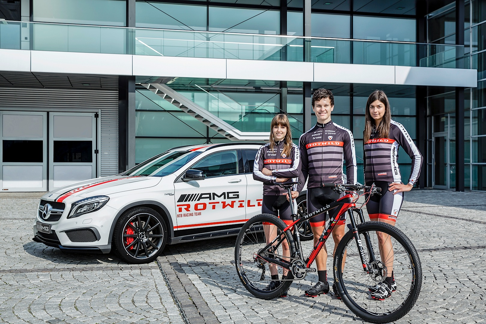 Mercedes amg sponsors a mountain bike racing team for Mercedes benz mountain bike
