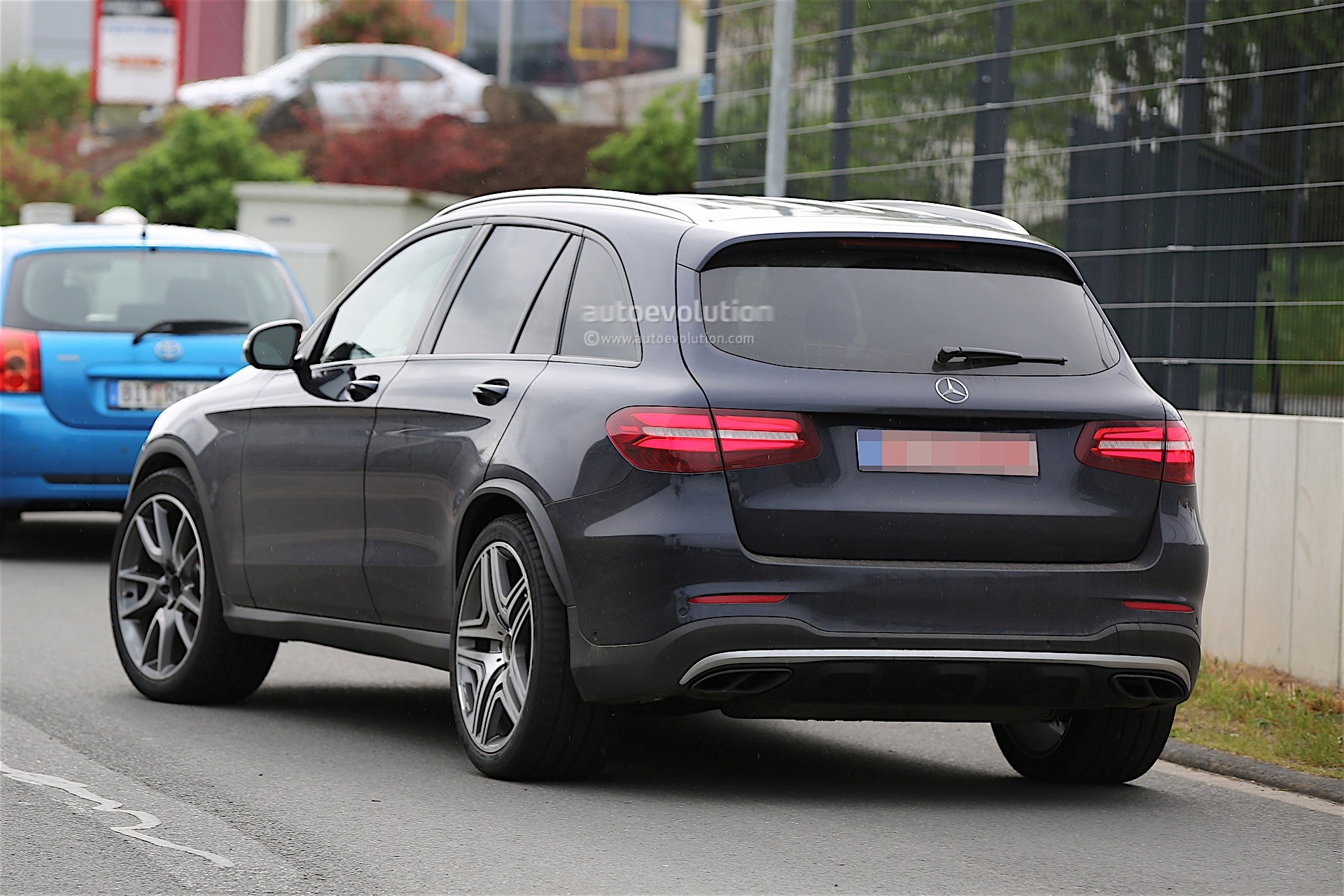 mercedes amg testing new glc 63 almost undisguised autoevolution. Black Bedroom Furniture Sets. Home Design Ideas