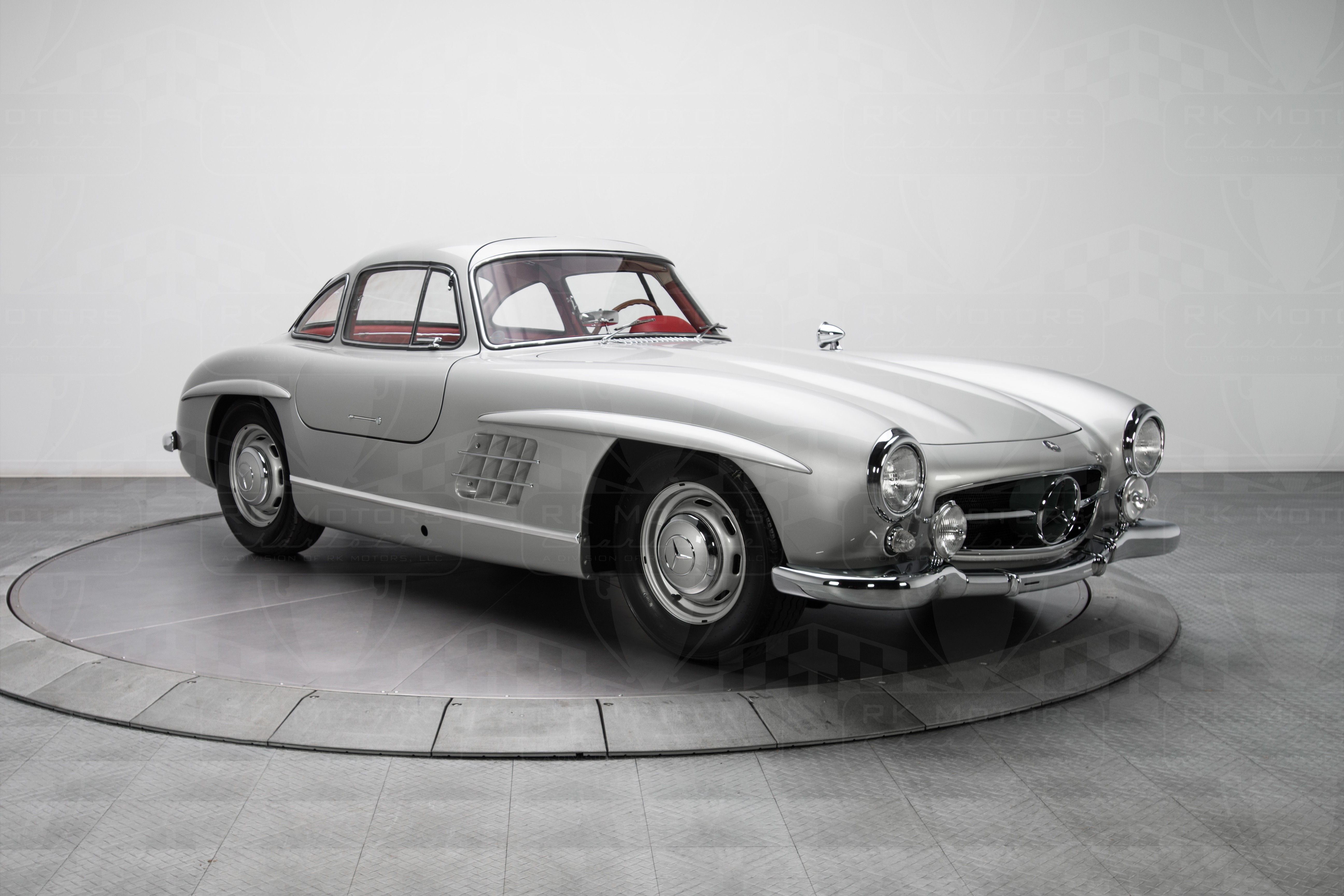 mercedes benz 300 sl gullwing sells for 1 9 million. Black Bedroom Furniture Sets. Home Design Ideas