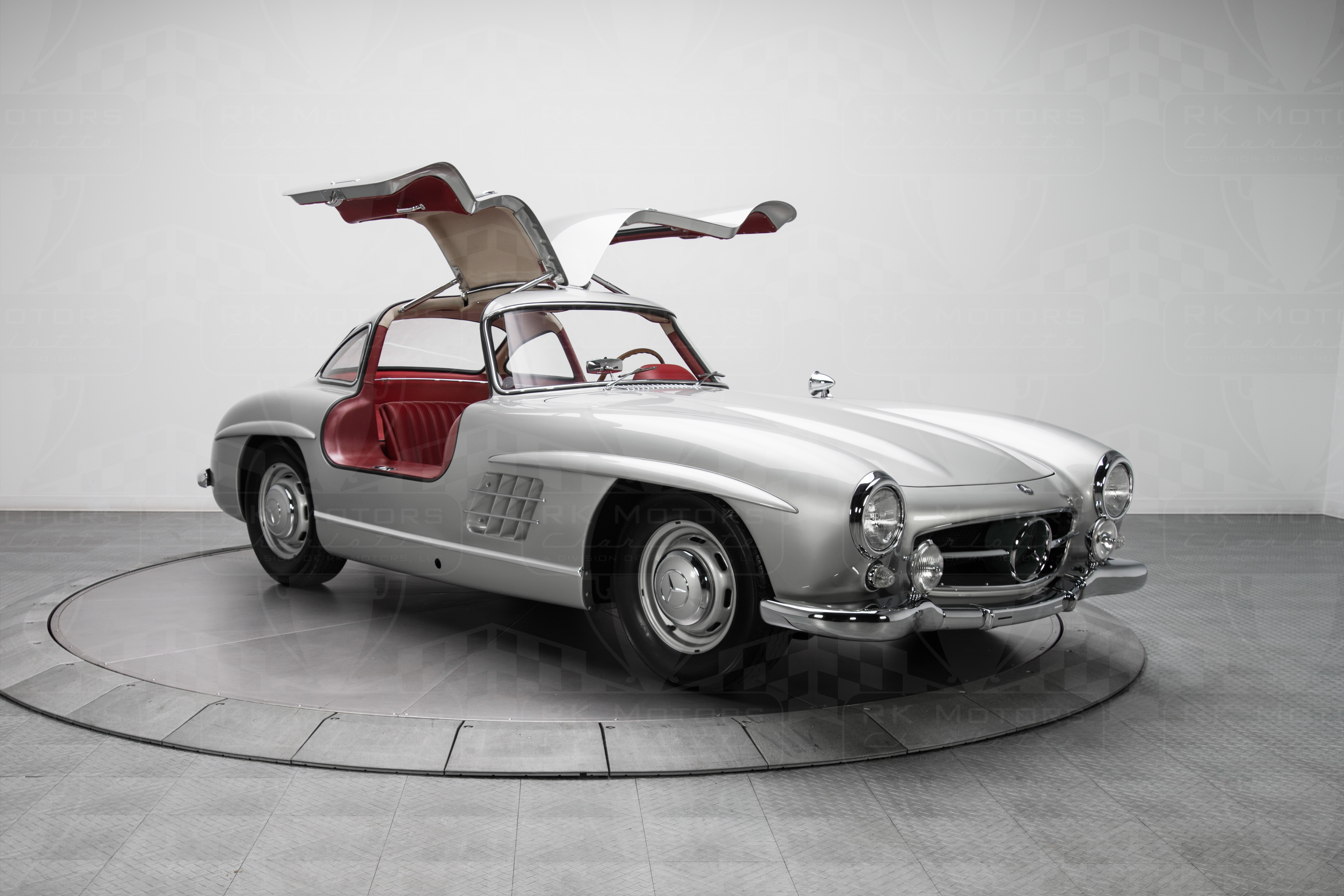 Mercedes Benz 300 Sl Gullwing Sells For 1 9 Million