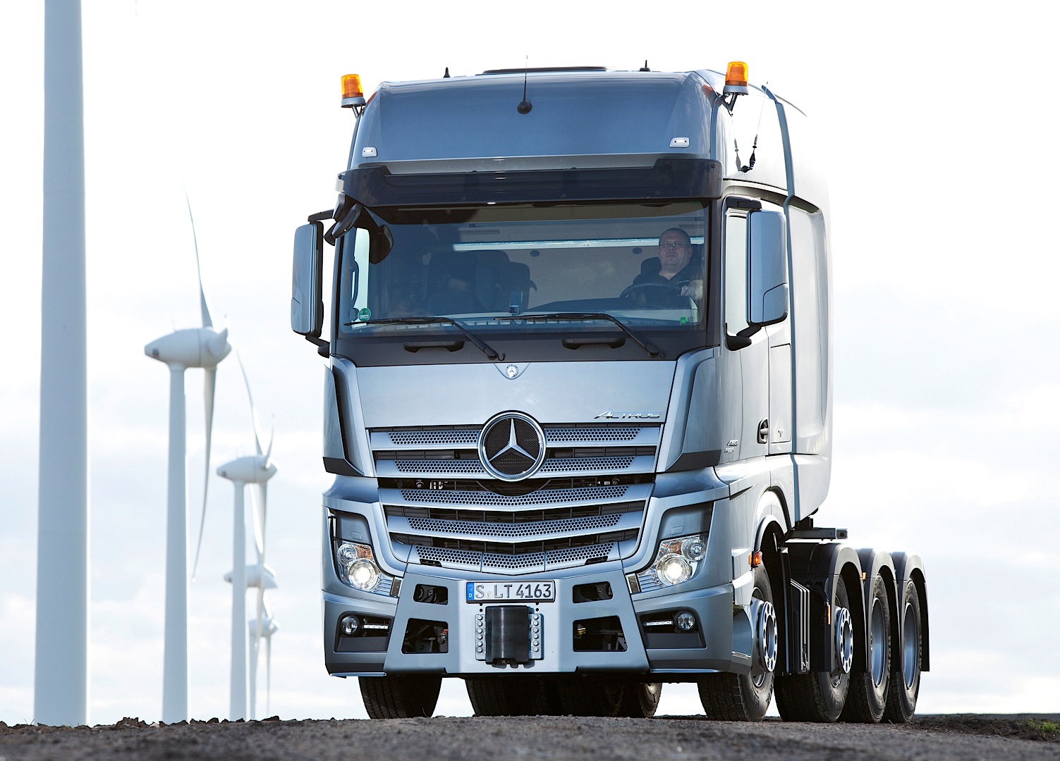 The mercedes benz actros slt can haul 250 tons of anything for Brand new mercedes benz