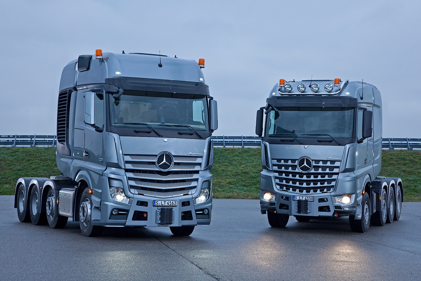 Mercedes benz actros slt and arocs slt can haul anything for Mercedes benz semi trucks