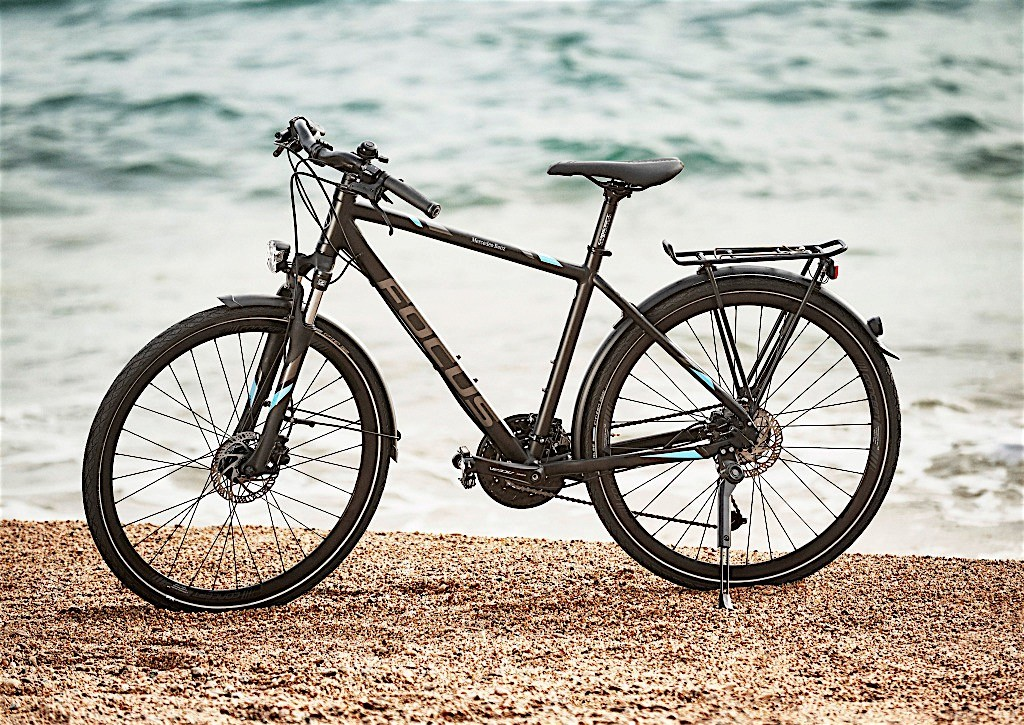 29067fb7857 Mercedes-Benz Adds Four Bicycles and New Helmets In Its Lifestyle ...