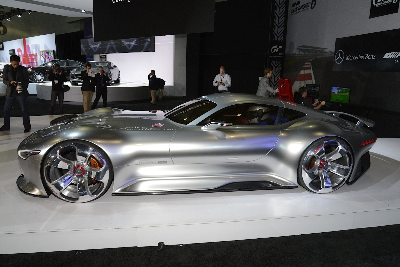 mercedes benz amg vision gran turismo looks badass live as well autoevolution. Black Bedroom Furniture Sets. Home Design Ideas