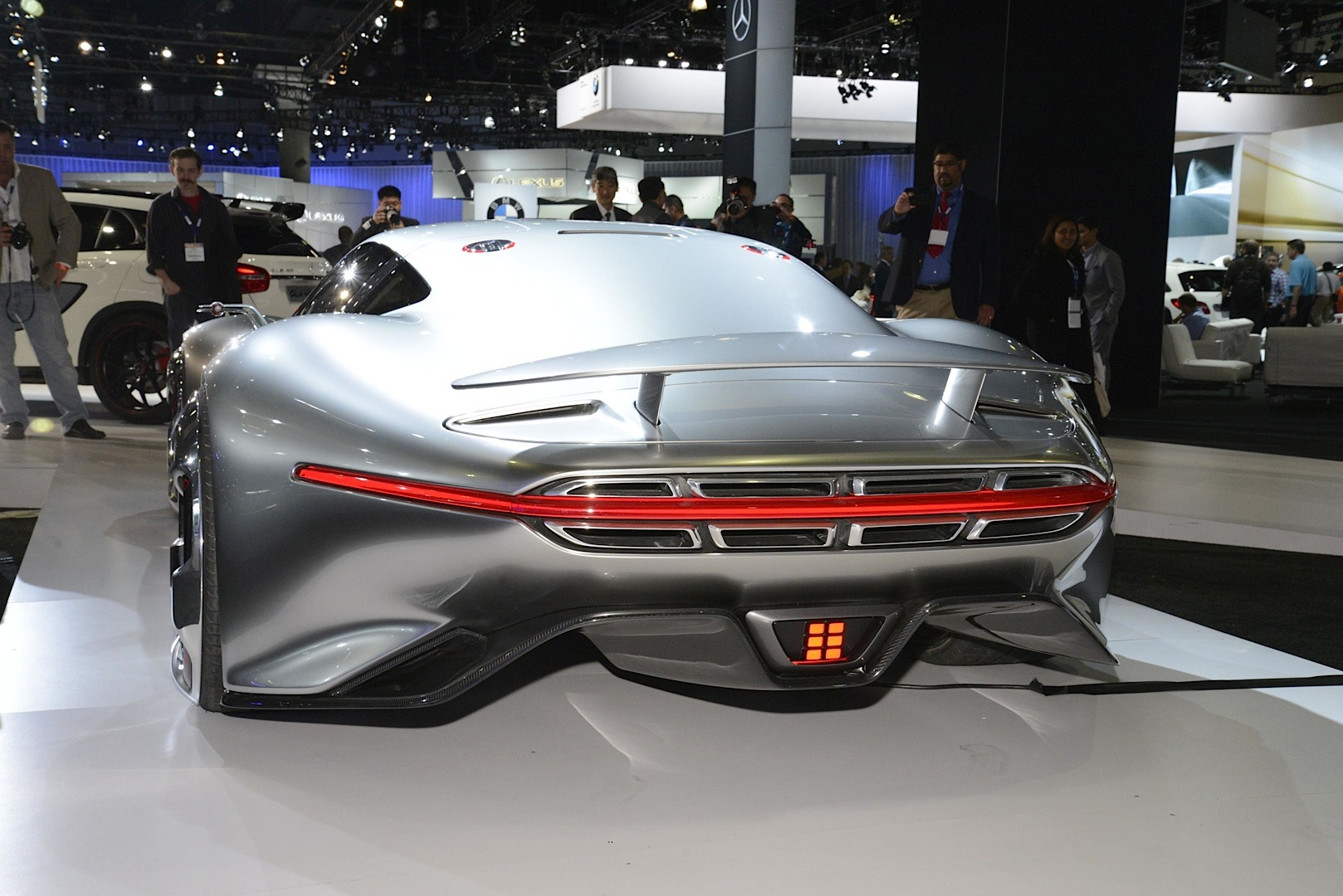 Mercedes-Benz AMG Vision Gran Turismo Looks Badass Live as ...