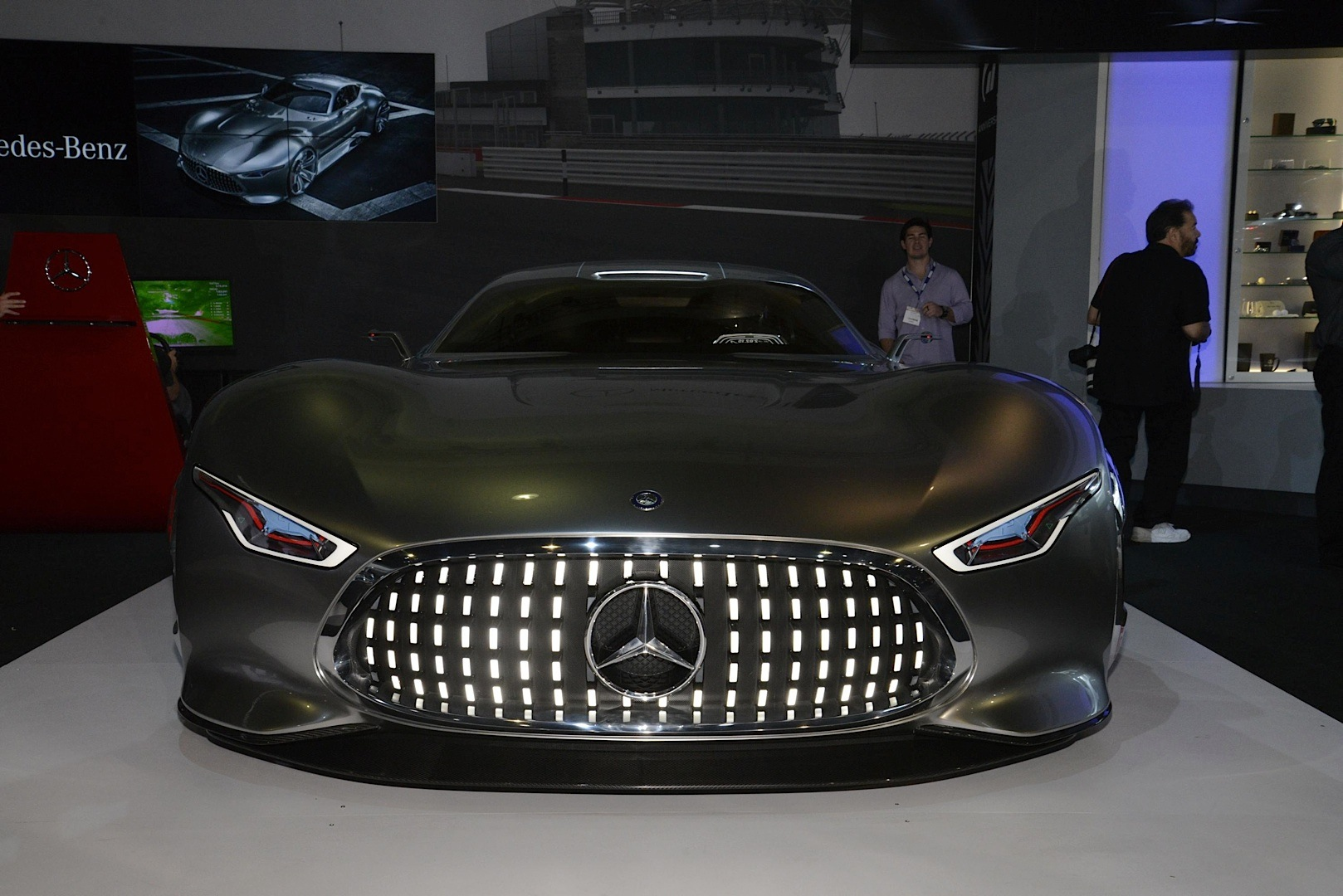 Mercedes benz amg vision gran turismo looks badass live as for Mercedes benz car racing games