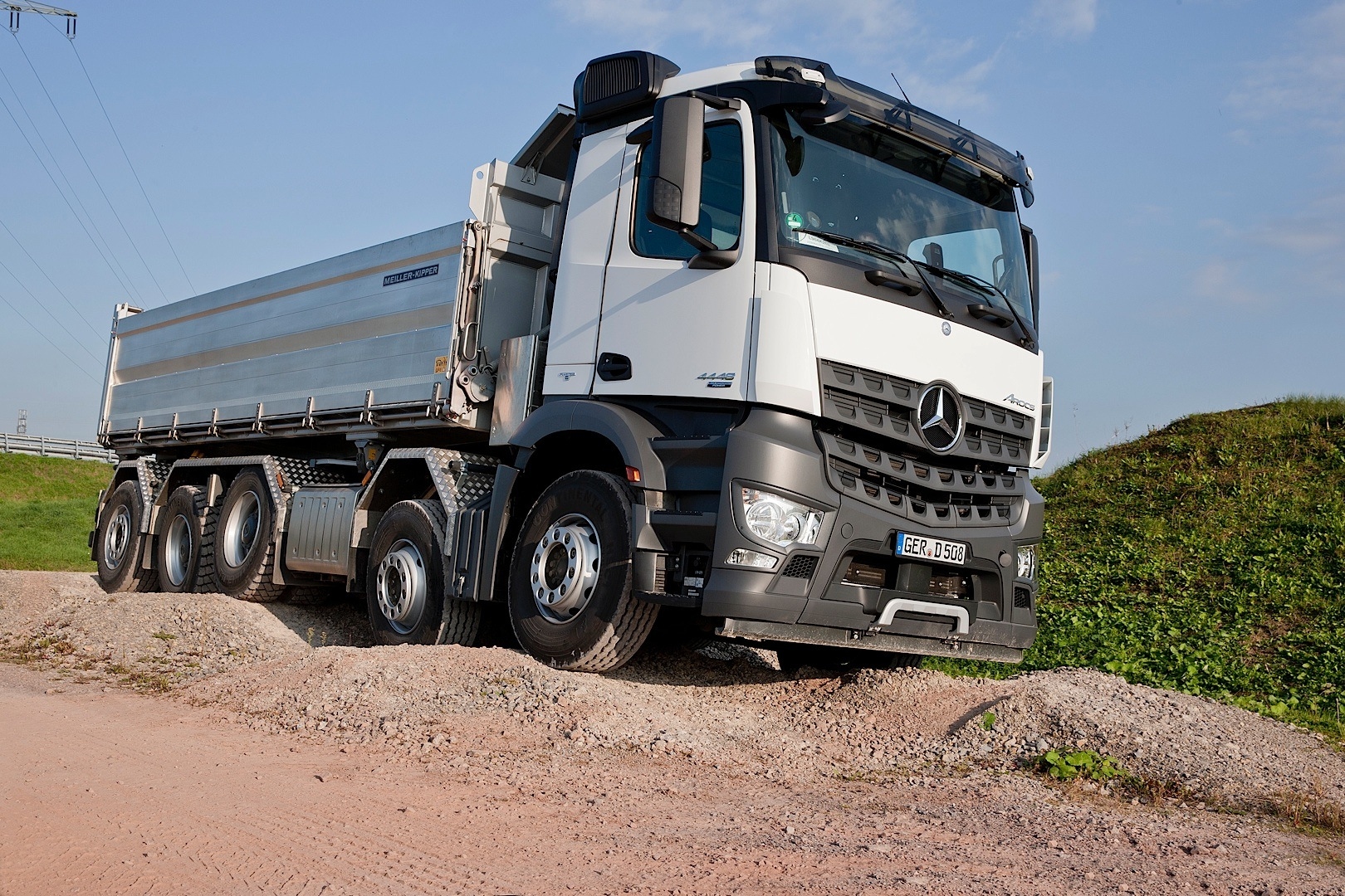 mercedes benz arocs now available with five glorious axles. Black Bedroom Furniture Sets. Home Design Ideas