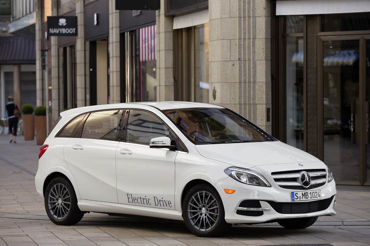 Mercedes benz b class electric drive reviewed by autoblog for Mercedes benz b class electric