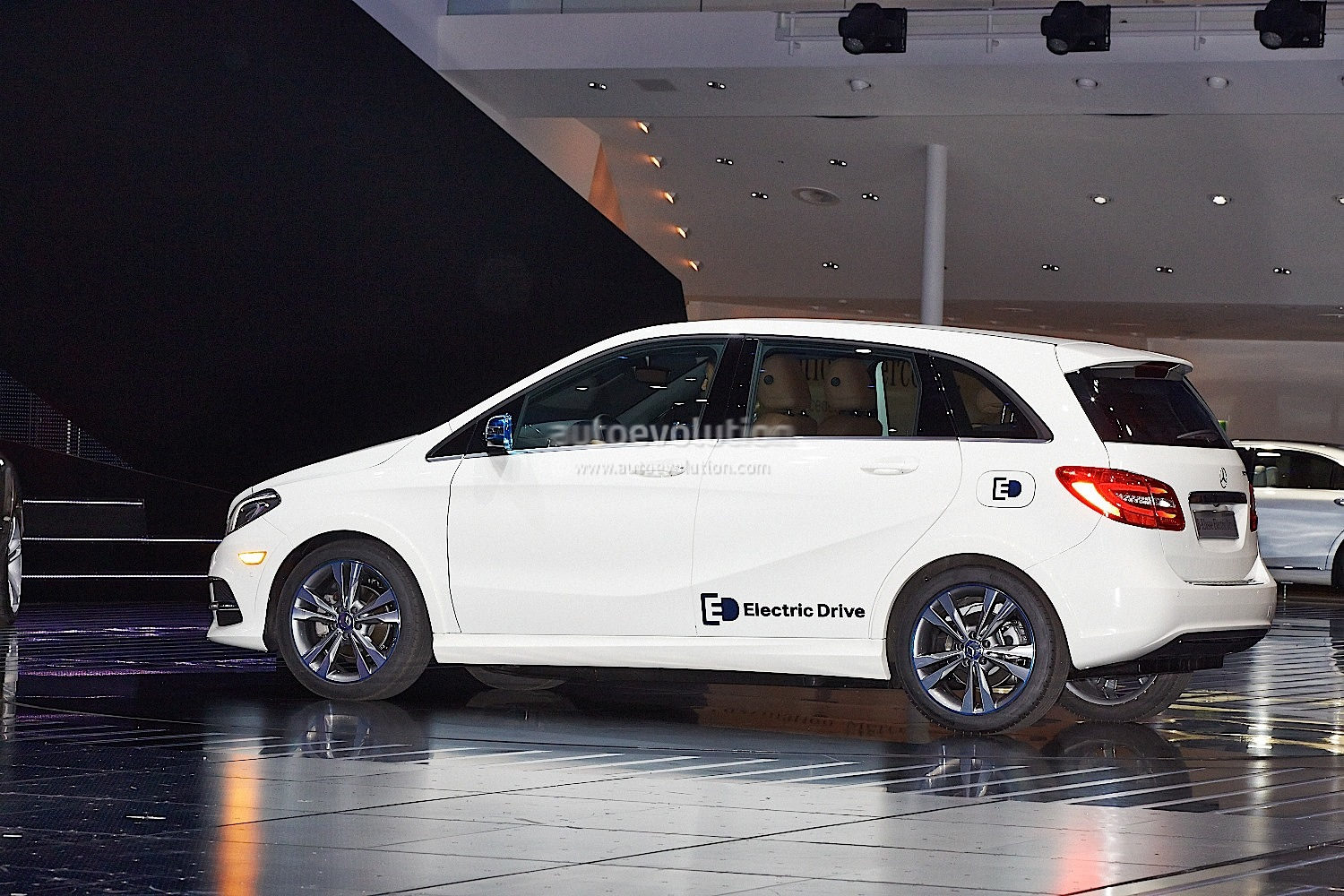 Mercedes benz b class electric drive reviewed by cnet for Mercedes benz b class electric drive