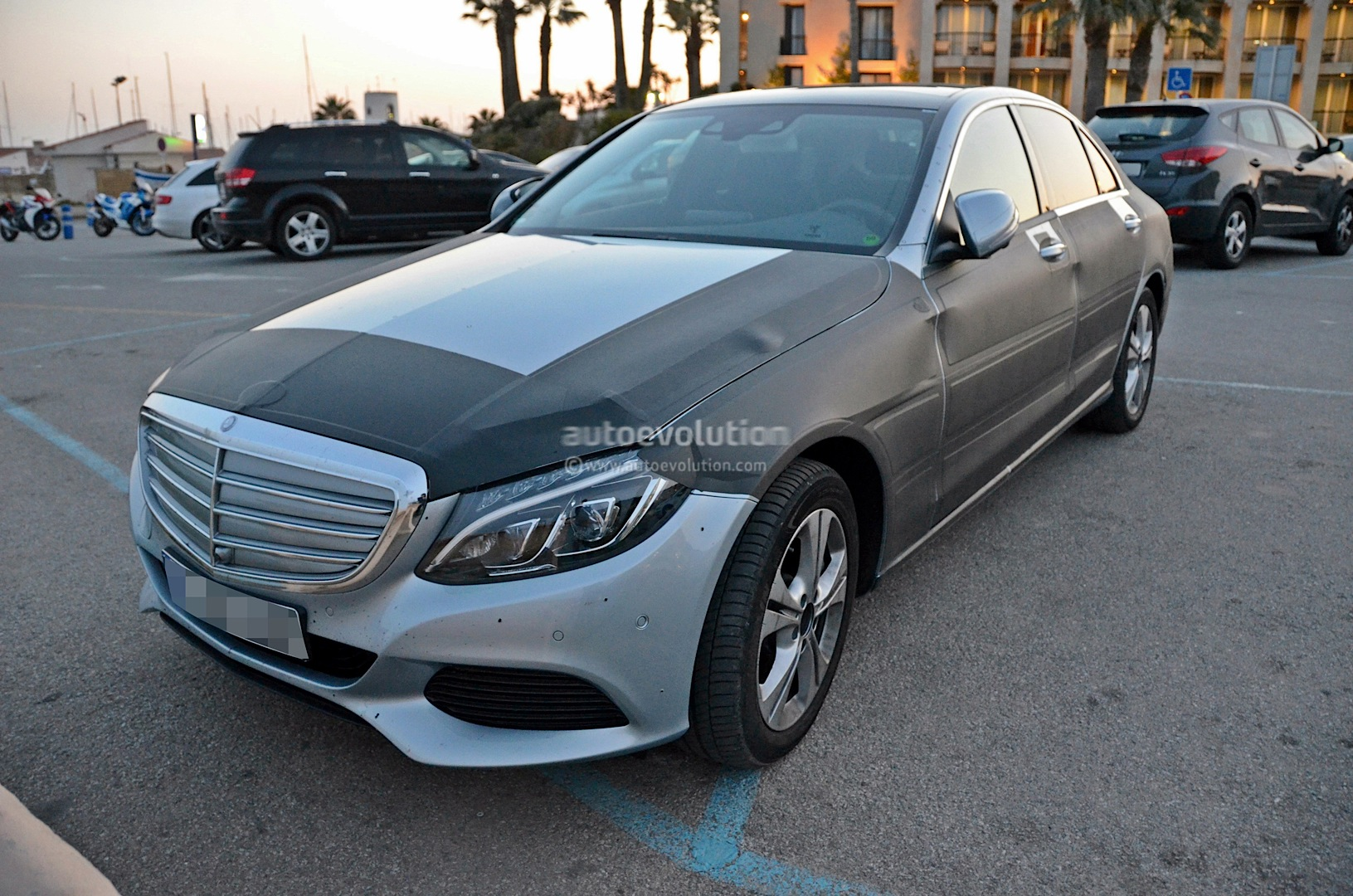 mercedes benz c 350 plug in hybrid loses more camo autoevolution. Black Bedroom Furniture Sets. Home Design Ideas