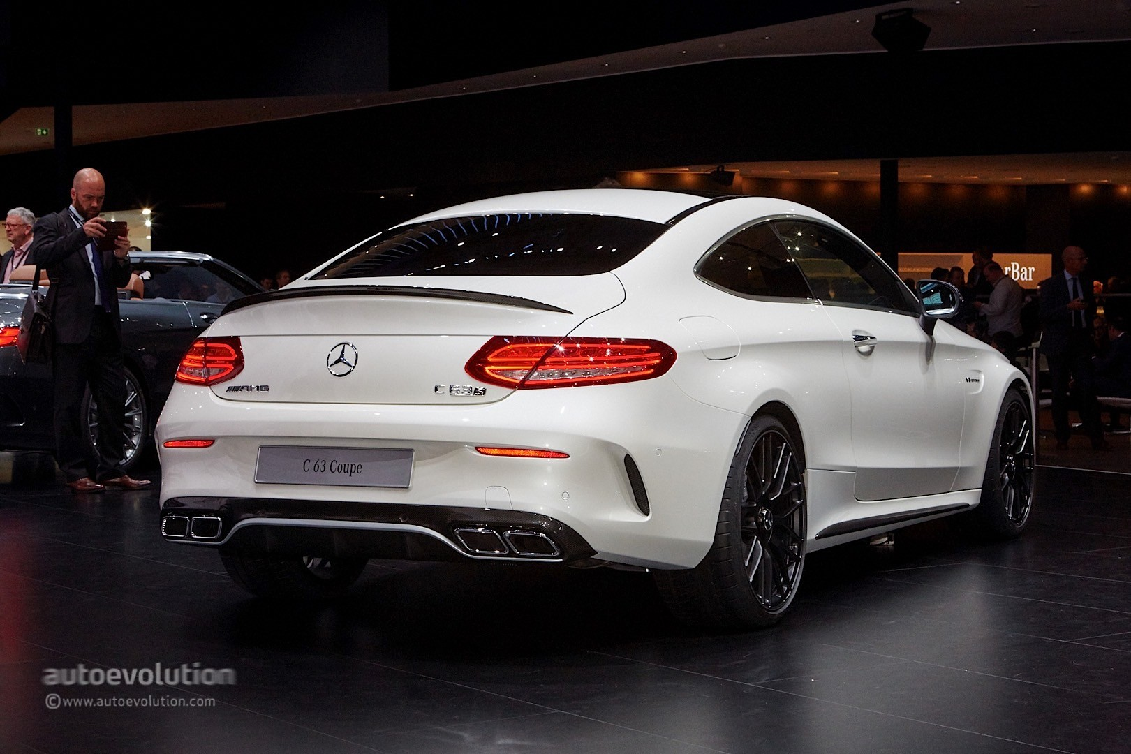 Mercedes benz c class coupe and c63 coupe bring sloped for Mercedes benz c coupe