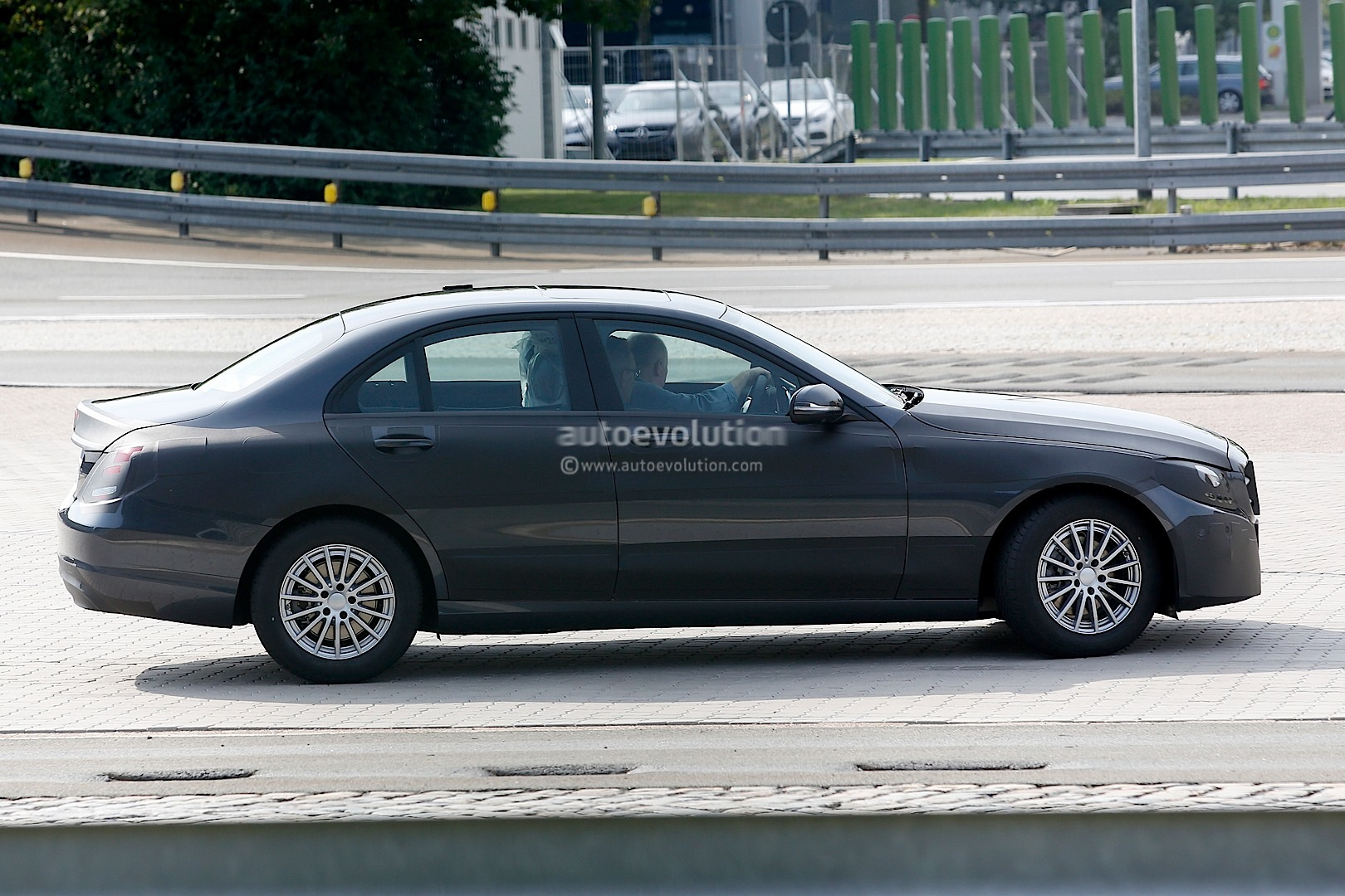 Mercedes benz c class w205 sheds more camouflage for Mercedes benz w205