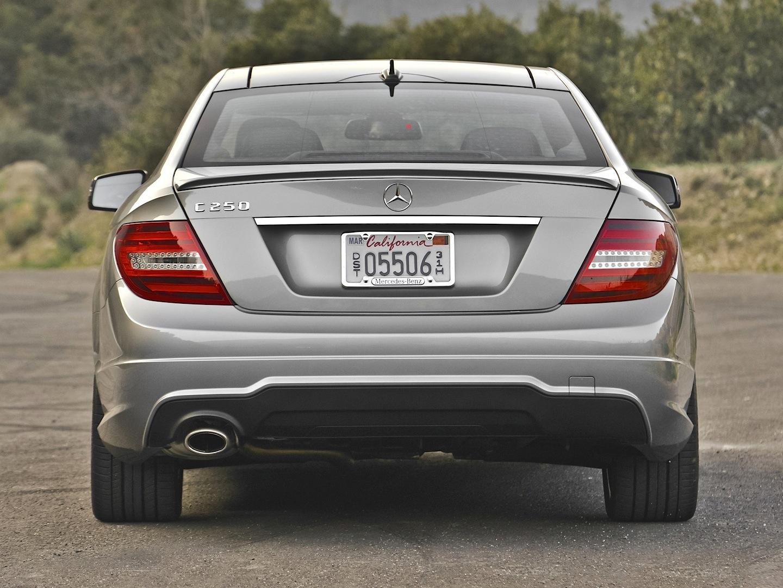 Mercedes-Benz C350 4Matic Review by AutoGuide - autoevolution
