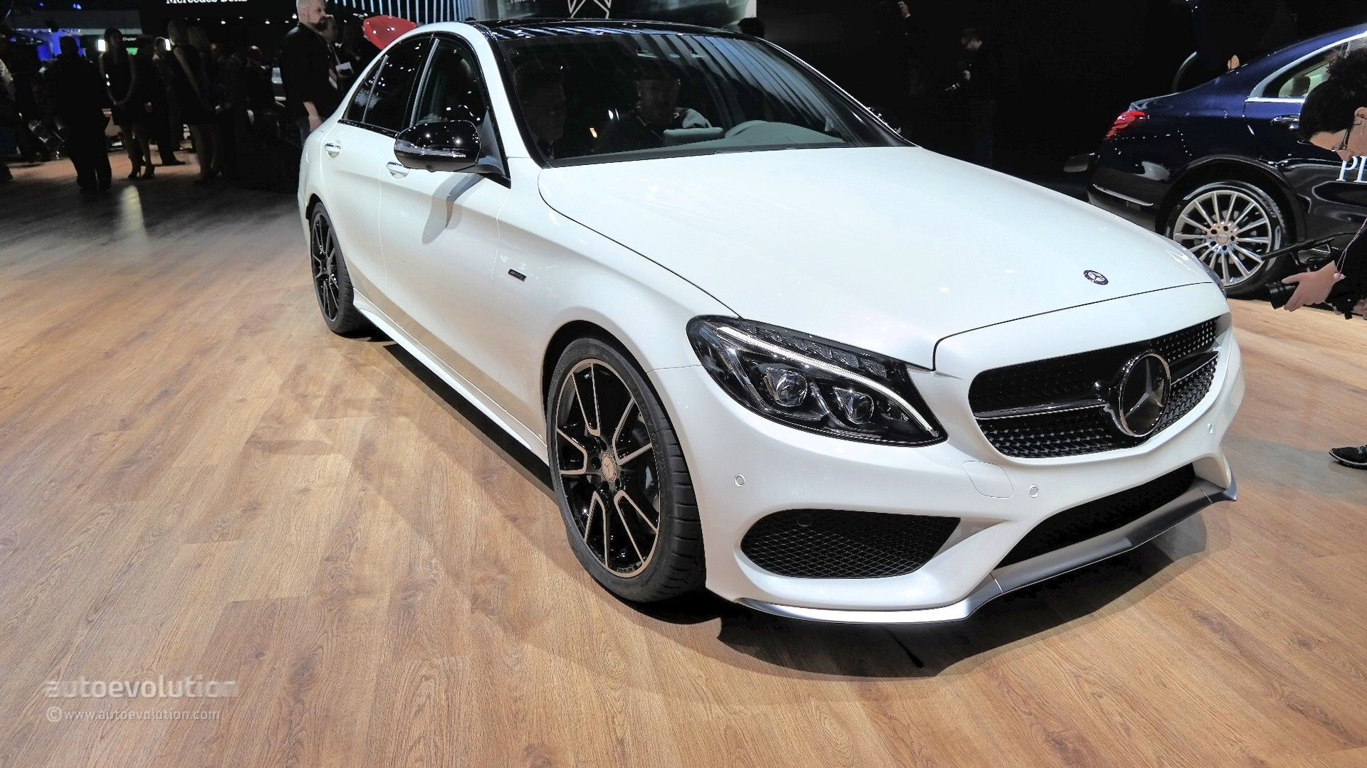 https://s1.cdn.autoevolution.com/images/news/gallery/mercedes-benz-c450-amg-sport-looks-ordinary-at-2015-detroit-auto-show-live-photos_11.jpg