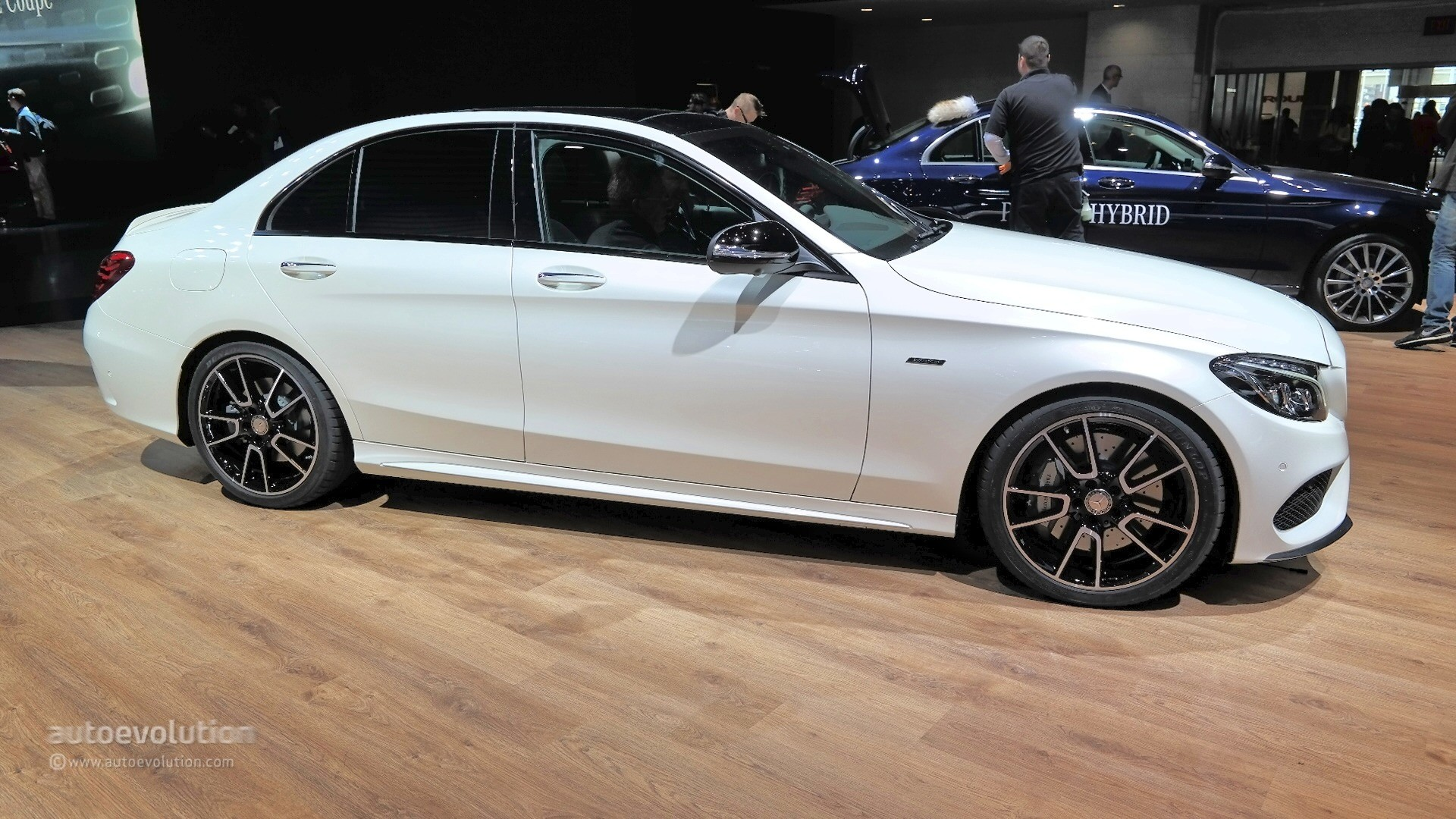 Mercedes benz c450 amg sport looks ordinary at 2015 for Mercedes benz c450
