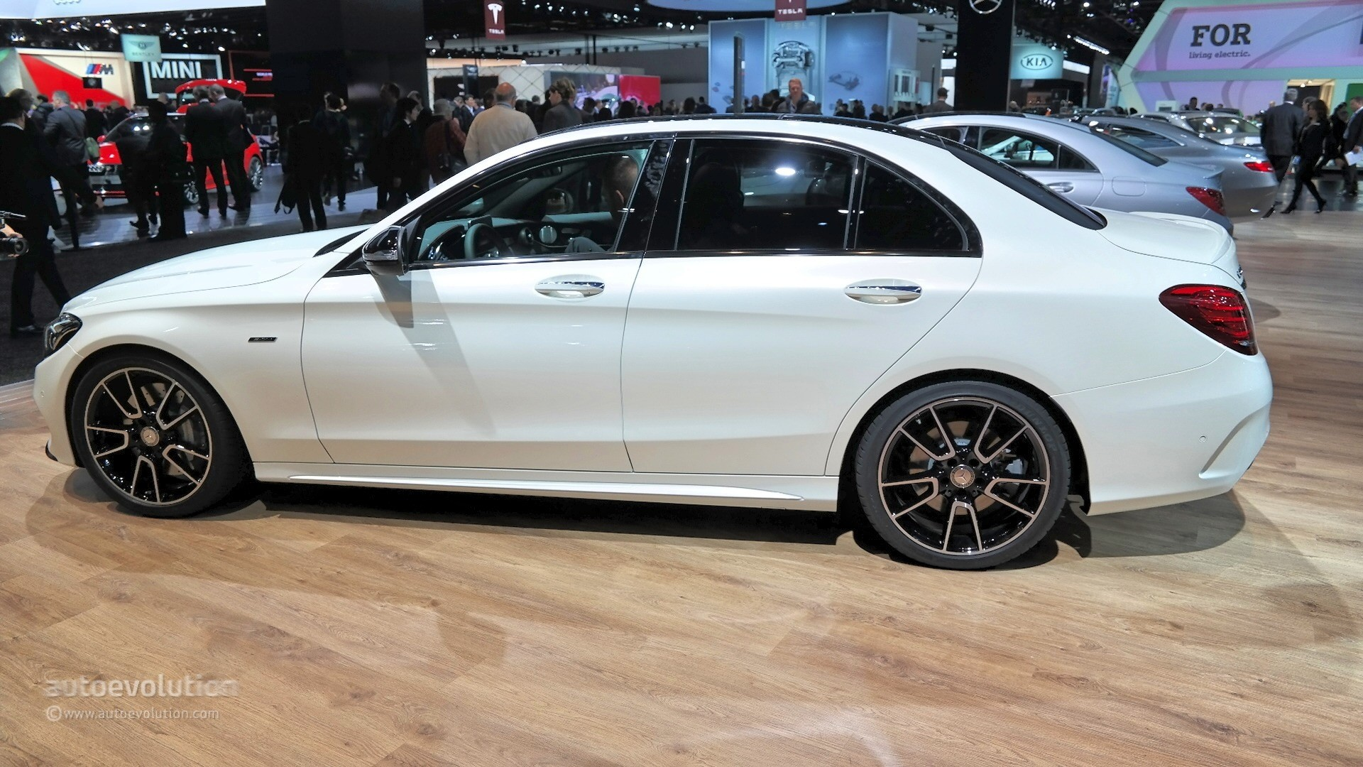 Mercedes Benz C450 Amg Sport Looks Ordinary At 2015