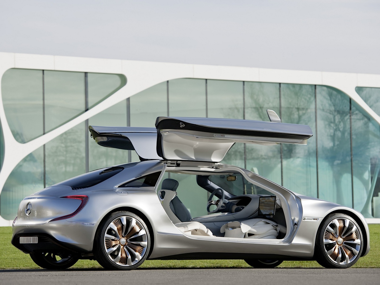 Mercedes benz car to x will revolutionize driving for Mercedes benz rt 22