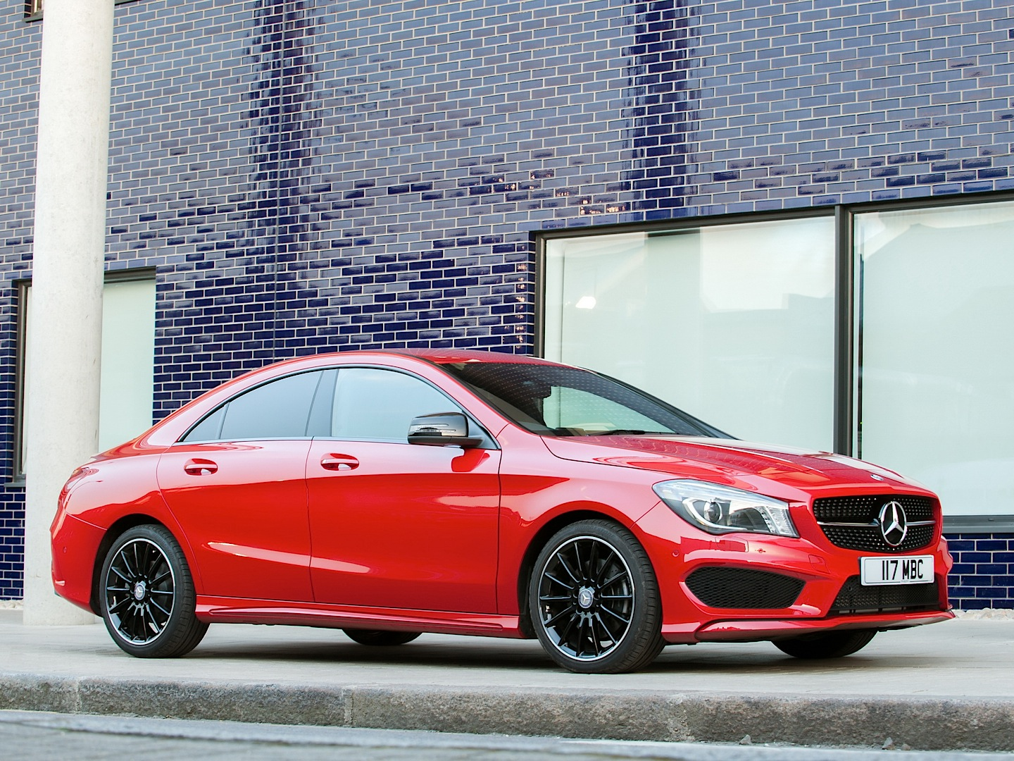 mercedes benz cla 220 cdi gets reviewed by car autoevolution. Black Bedroom Furniture Sets. Home Design Ideas