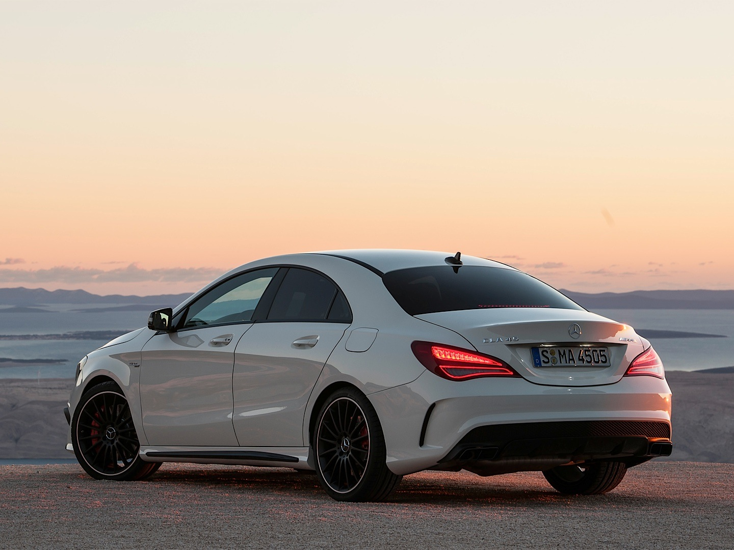 mercedes benz cla 45 amg driven by vadimauto autoevolution. Black Bedroom Furniture Sets. Home Design Ideas