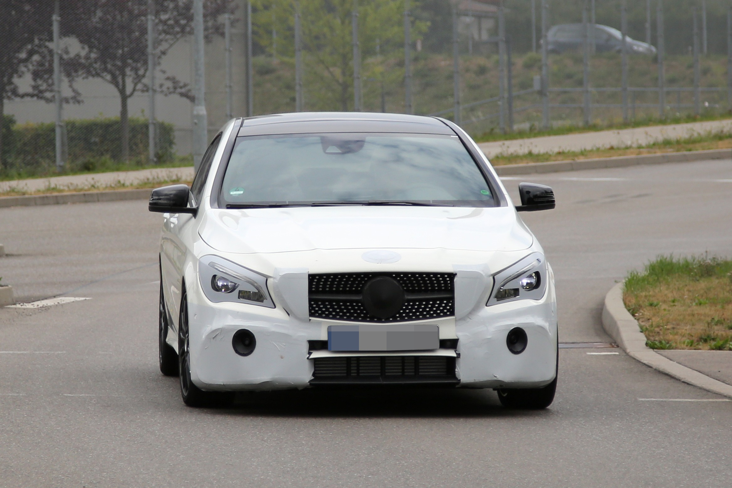 2016 - [Mercedes] CLA restylée Mercedes-benz-cla-shooting-brake-spied-once-again-coming-early-2016_1