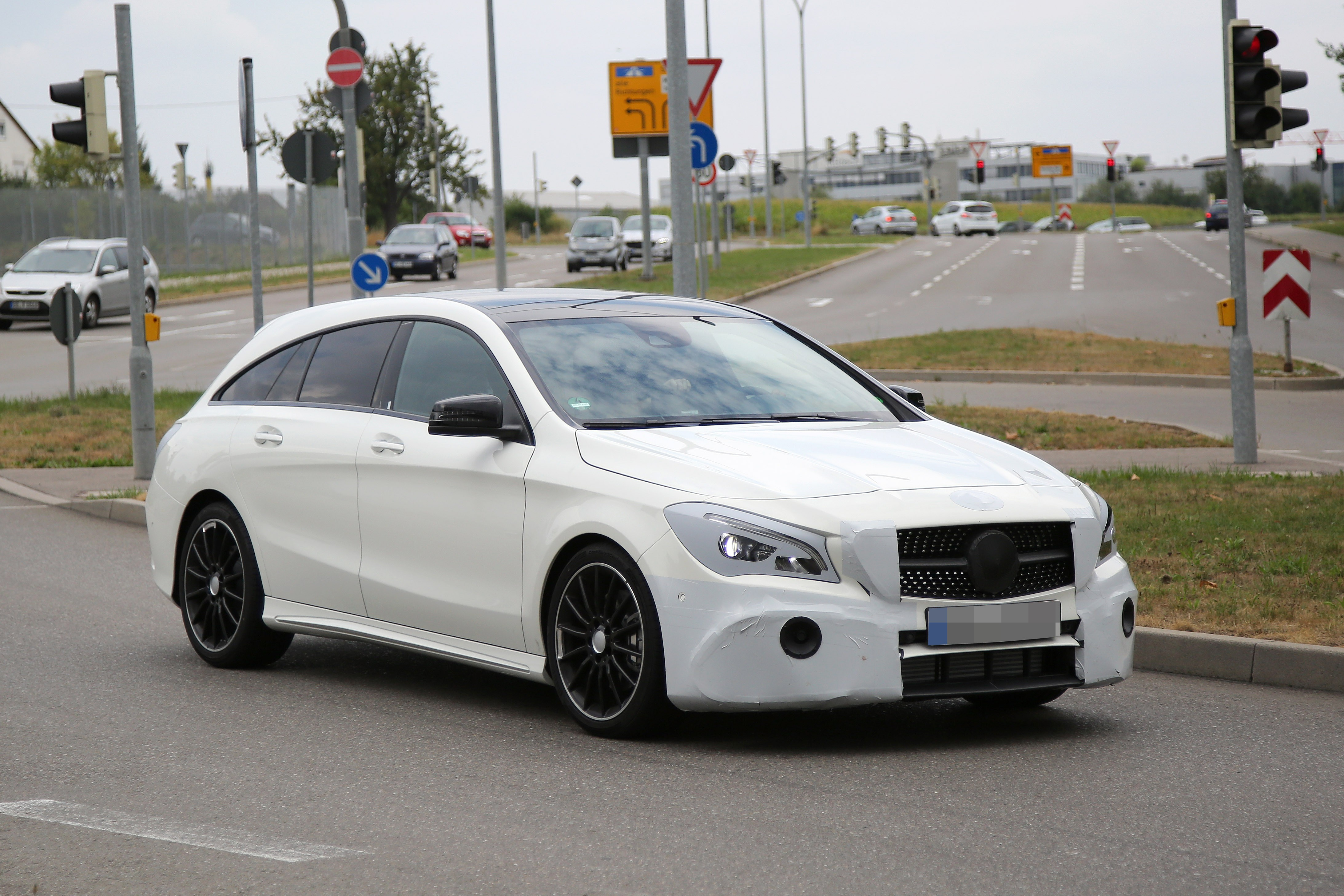 2016 - [Mercedes] CLA restylée Mercedes-benz-cla-shooting-brake-spied-once-again-coming-early-2016_3