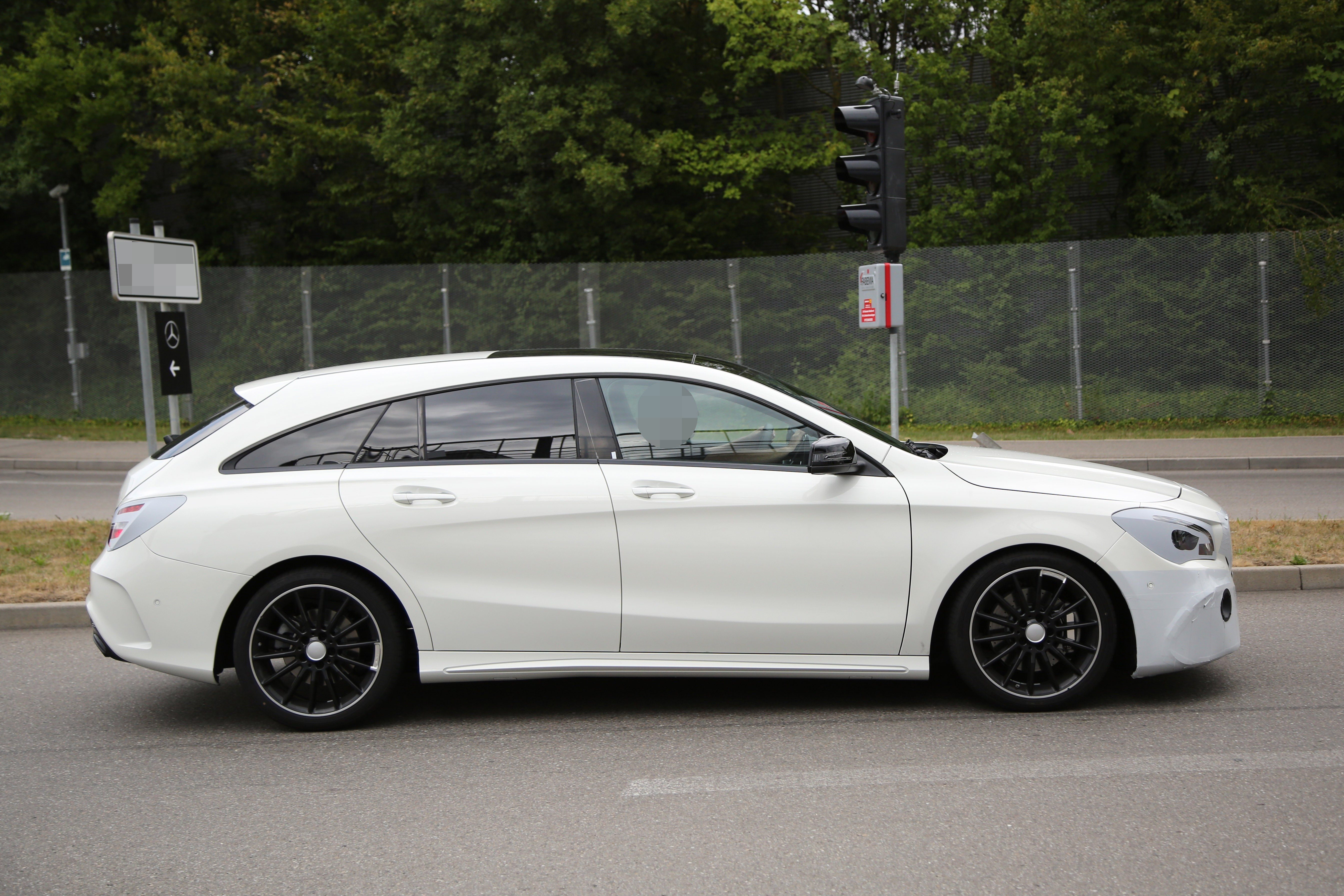 mercedes benz cla shooting brake spied once again coming. Black Bedroom Furniture Sets. Home Design Ideas