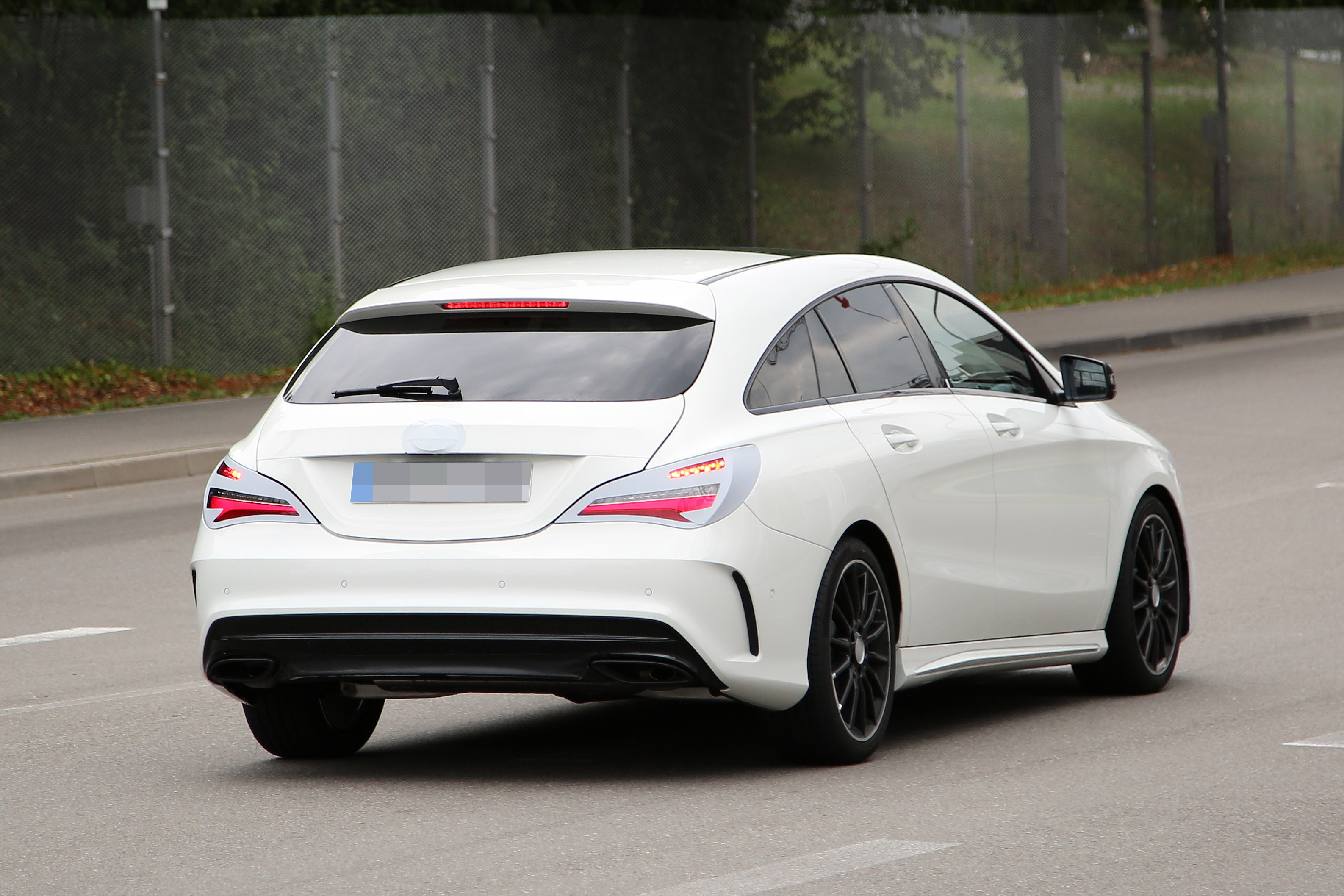 Mercedes benz cla shooting brake spied once again coming for 2016 mercedes benz cla