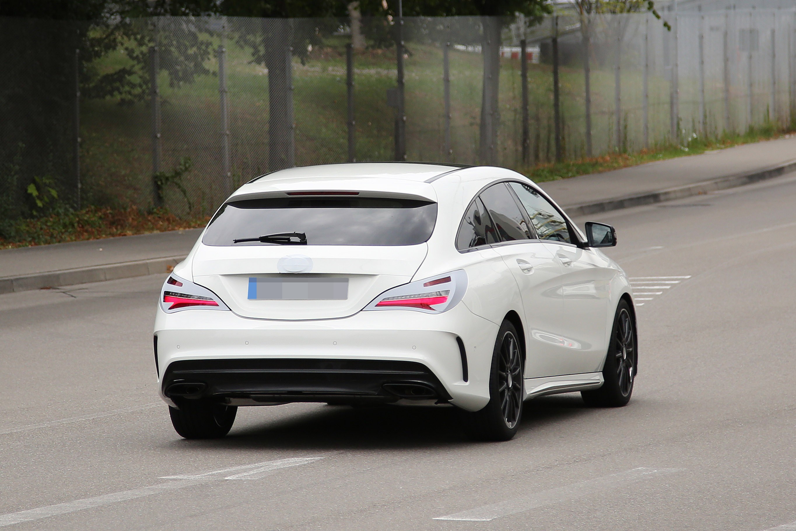 mercedes benz cla shooting brake spied once again coming early 2016 autoevolution. Black Bedroom Furniture Sets. Home Design Ideas
