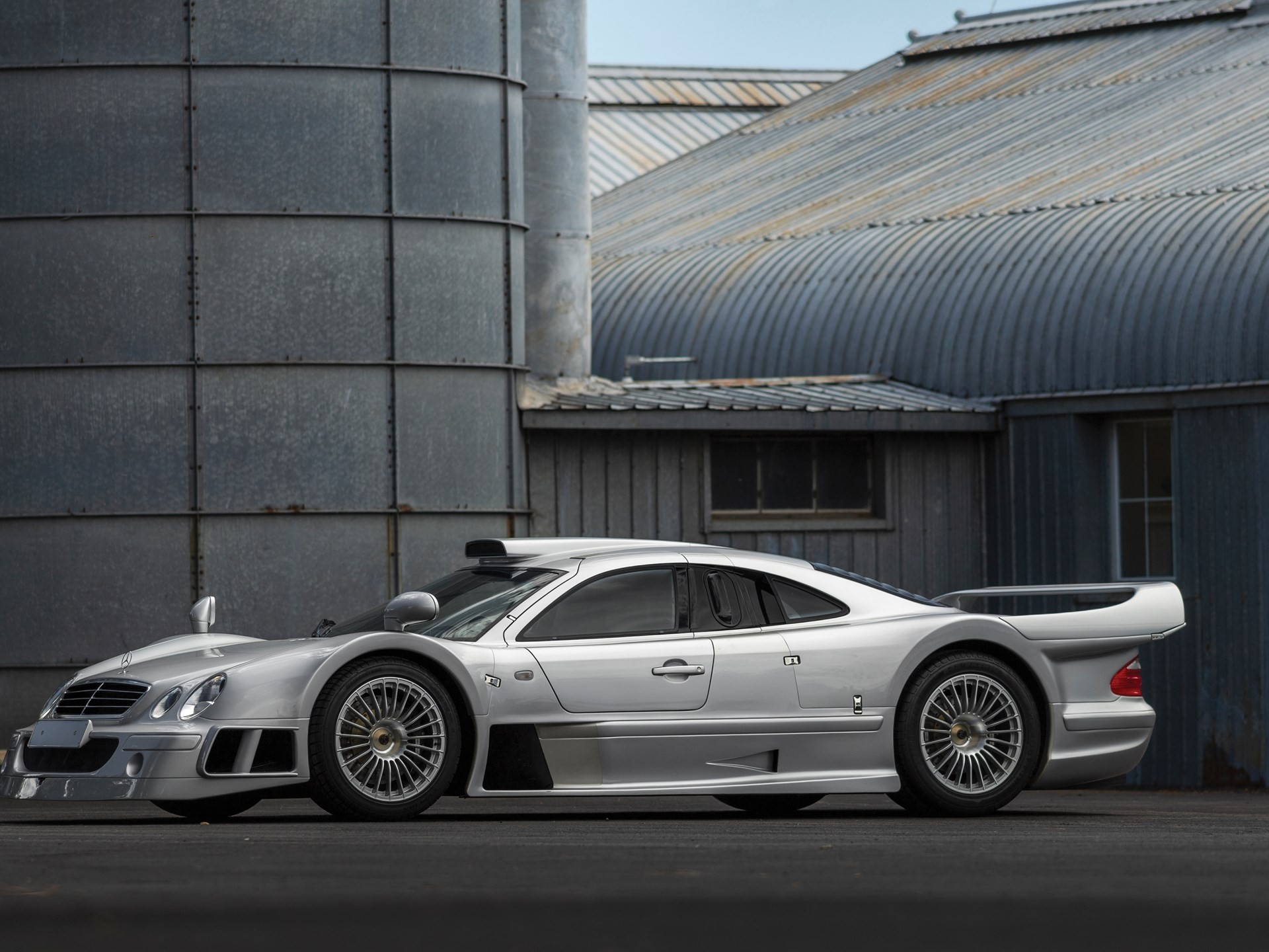 mercedes benz clk gtr heading to auction with 5 250 000. Black Bedroom Furniture Sets. Home Design Ideas