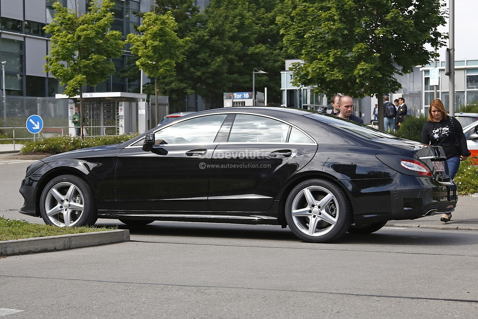Mercedes cls facelift 2014 first official pics by car for Mercedes benz b9 service