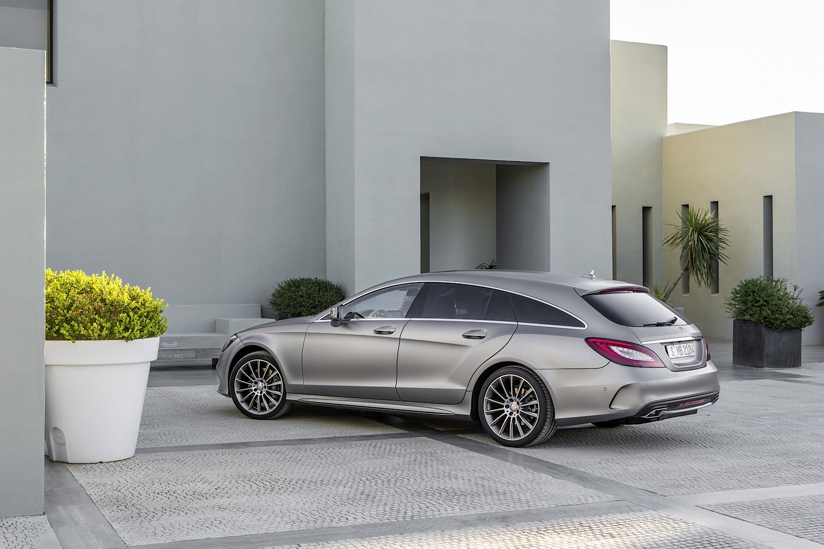 Mercedes-Benz Quietly Introduces All-New V6 Engine on CLS Facelift