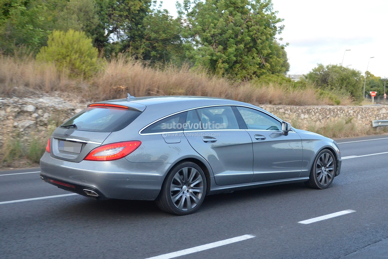 mercedes benz cls shooting brake x218 facelift spied testing autoevolution. Black Bedroom Furniture Sets. Home Design Ideas