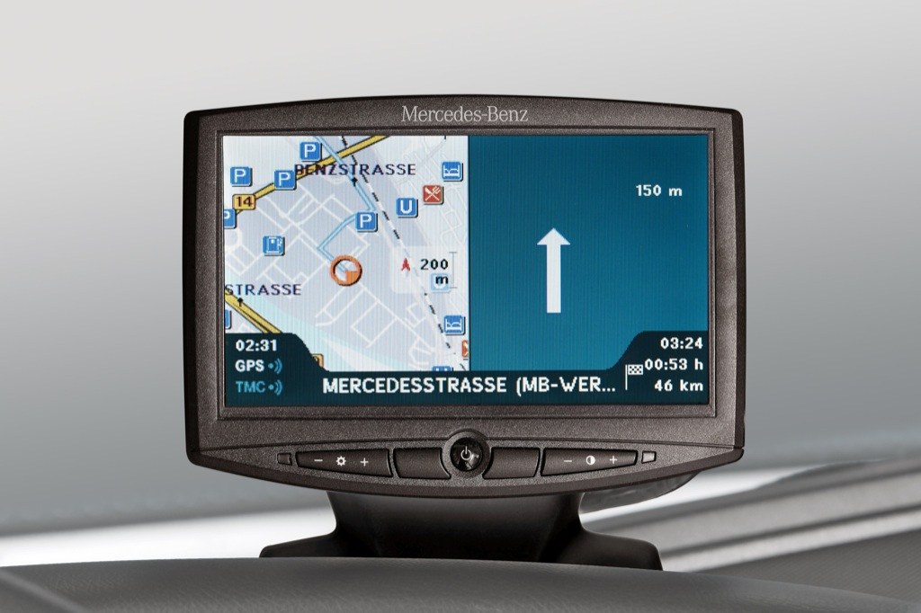 Mercedes benz debuts new navigation system for trucks for How to use mercedes benz navigation system