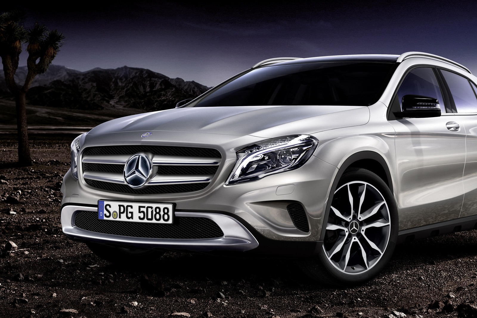 Mercedes benz designs a range of accesories for the gla for Mercedes benz range