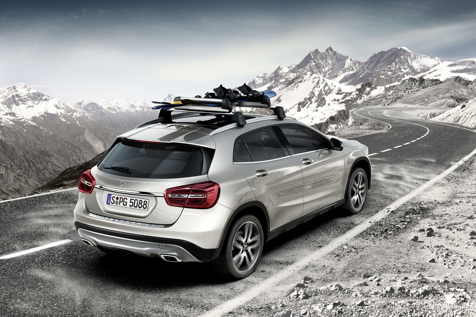 mercedes-benz designs a range of accesories for the gla