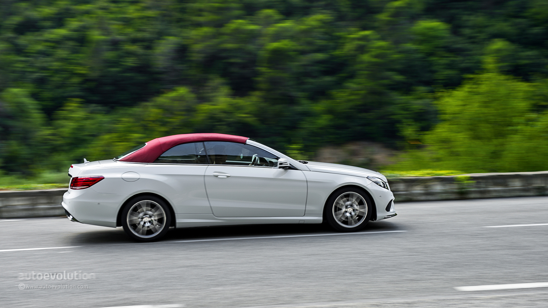 Mercedes benz e 250 cgi cabriolet tested by autoevolution for Mercedes benz e 250