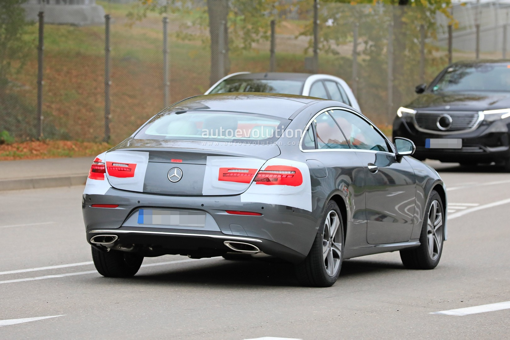 2020 - [Mercedes-Benz] Classe E restylée  Mercedes-benz-e-class-coupe-facelift-spied-for-the-first-time_10