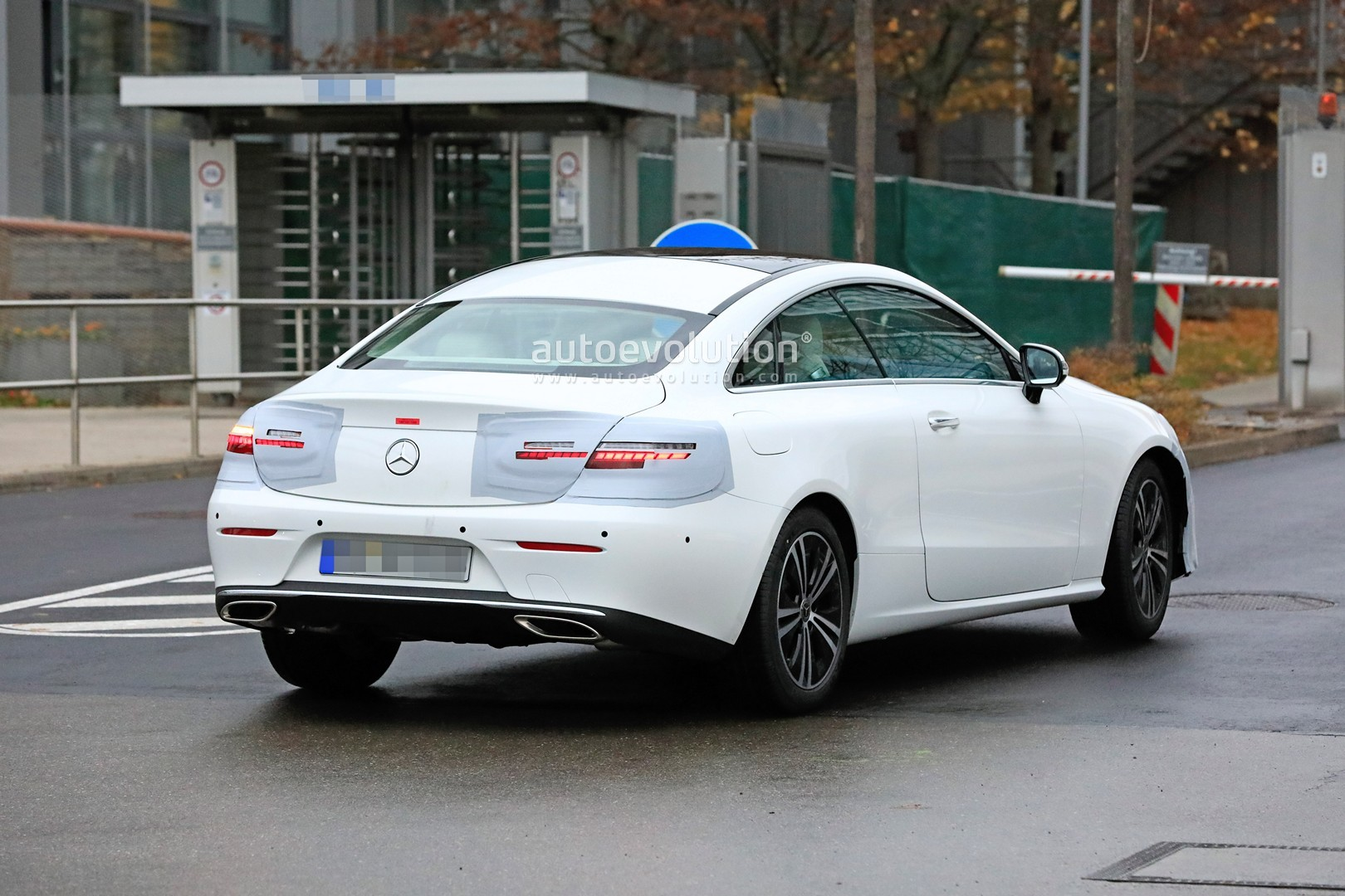 2020 mercedes benz e class coupe facelift spied for the. Black Bedroom Furniture Sets. Home Design Ideas