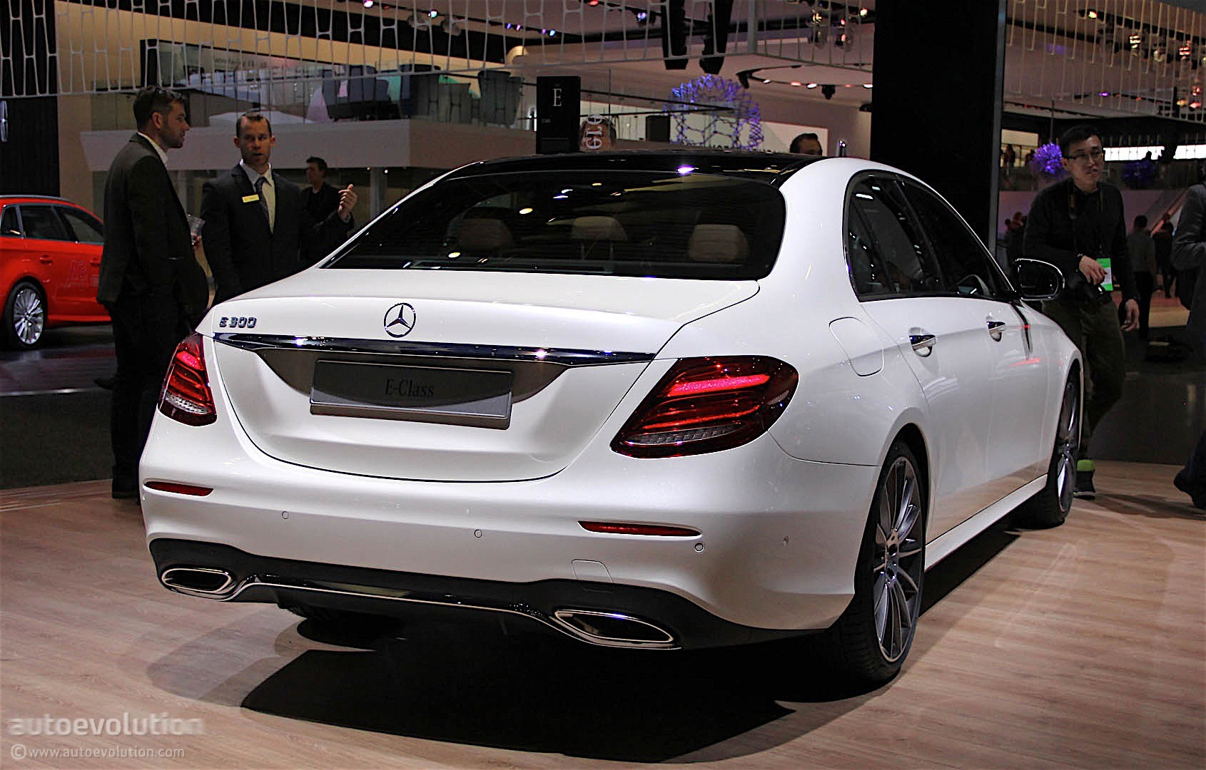 2017 mercedes benz e class unveiled at the 2016 detroit for Mercedes benz news