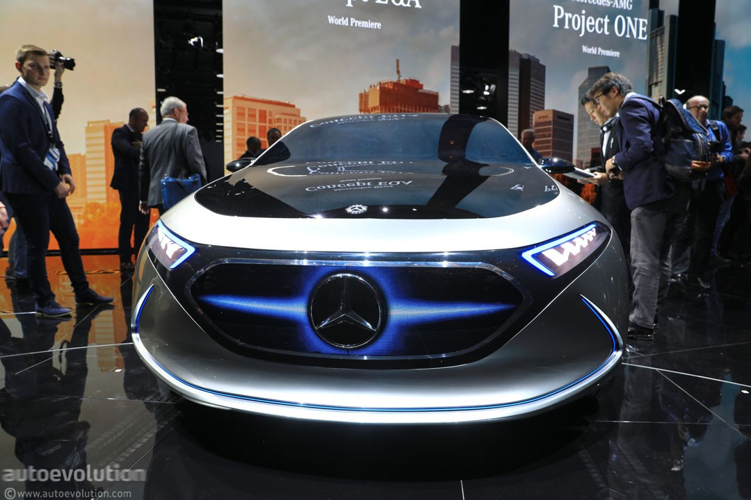 https://s1.cdn.autoevolution.com/images/news/gallery/mercedes-benz-eqa-concept-marks-the-switch-to-beautiful-weird-electric-concepts_1.jpg