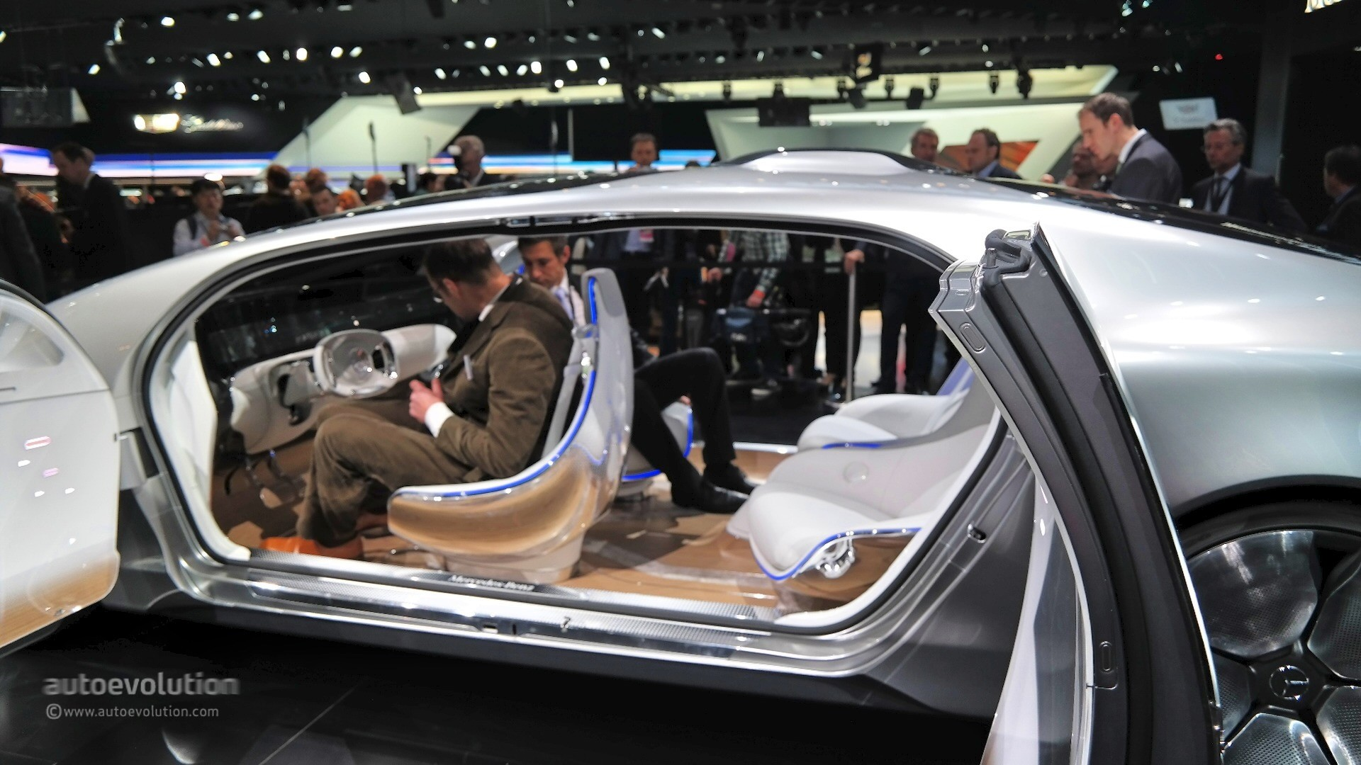 Mercedes Benz F Concept Previews The Future At Naias Live Photos on mercedes benz f 015