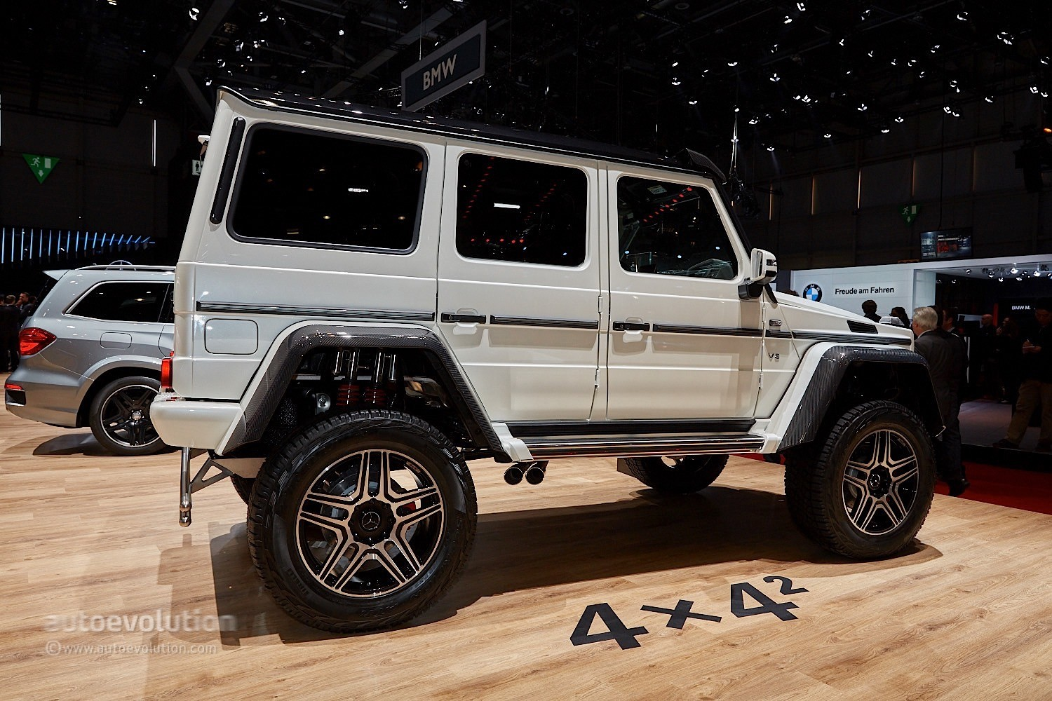 mercedes benz g500 4x4 looks larger than life in geneva. Black Bedroom Furniture Sets. Home Design Ideas