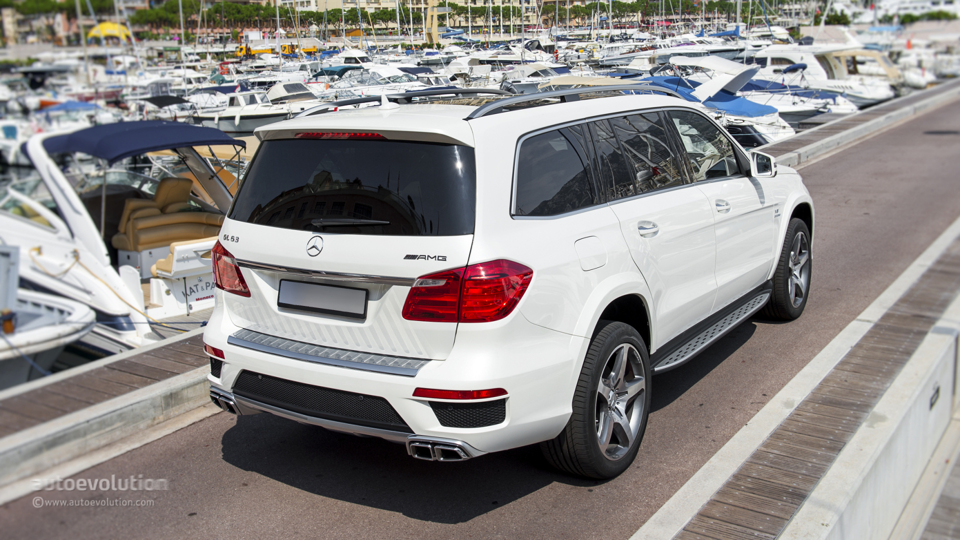 Mercedes benz gl 63 amg tested by autoevolution for How much is a 2014 mercedes benz