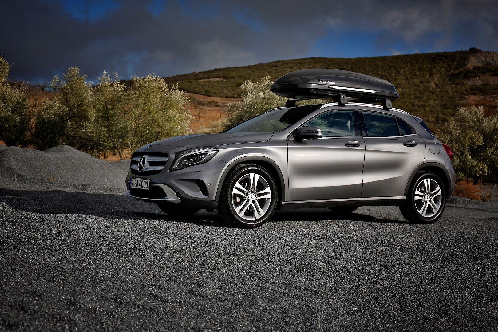 mercedes benz gla gets new accessories autoevolution. Black Bedroom Furniture Sets. Home Design Ideas