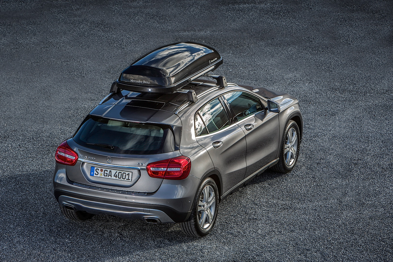 Mercedes benz gla gets new accessories autoevolution for Mercedes benz clothes and accessories